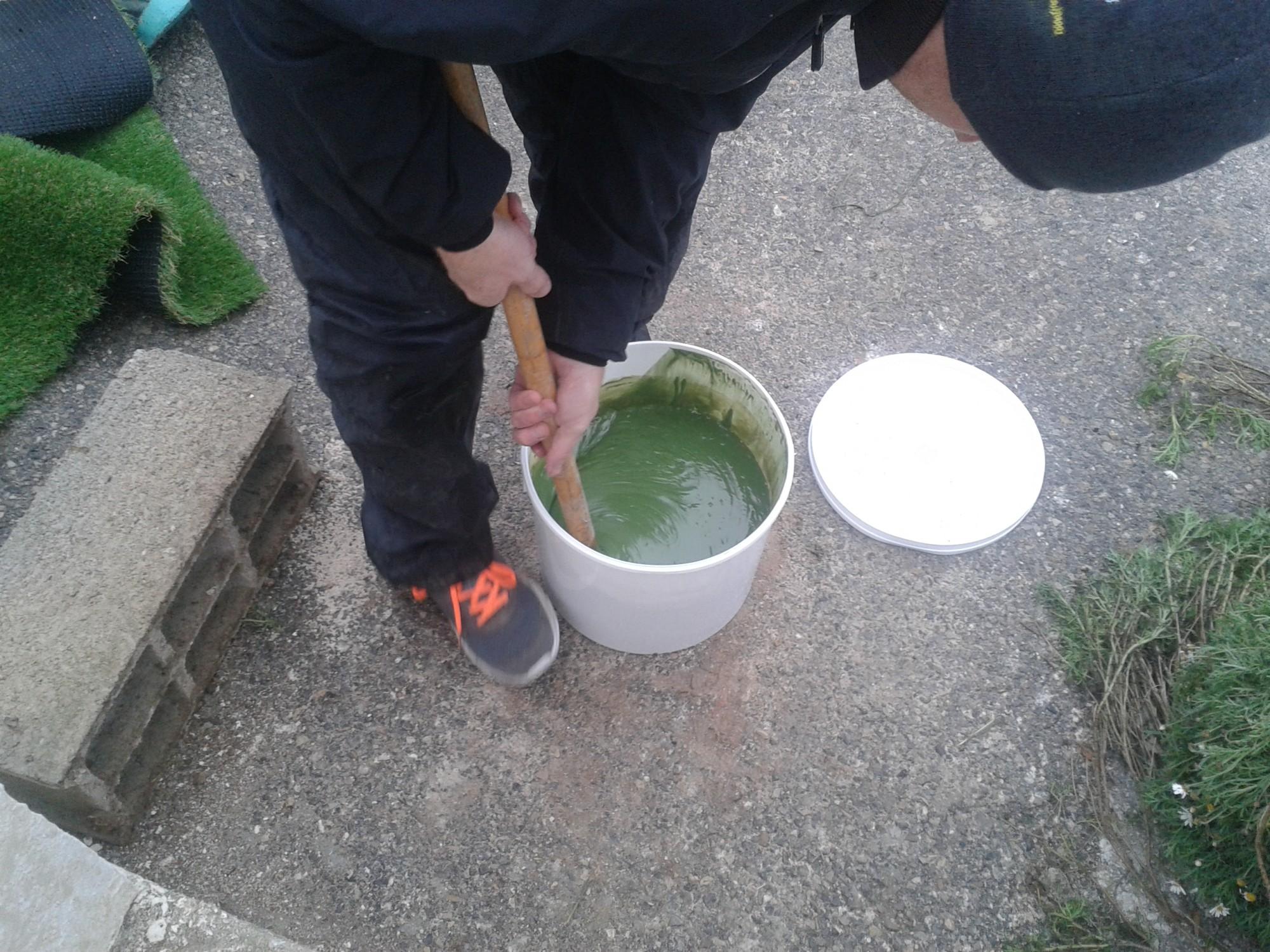 mélange de la colle verte bi composante pour pelouse artificielle