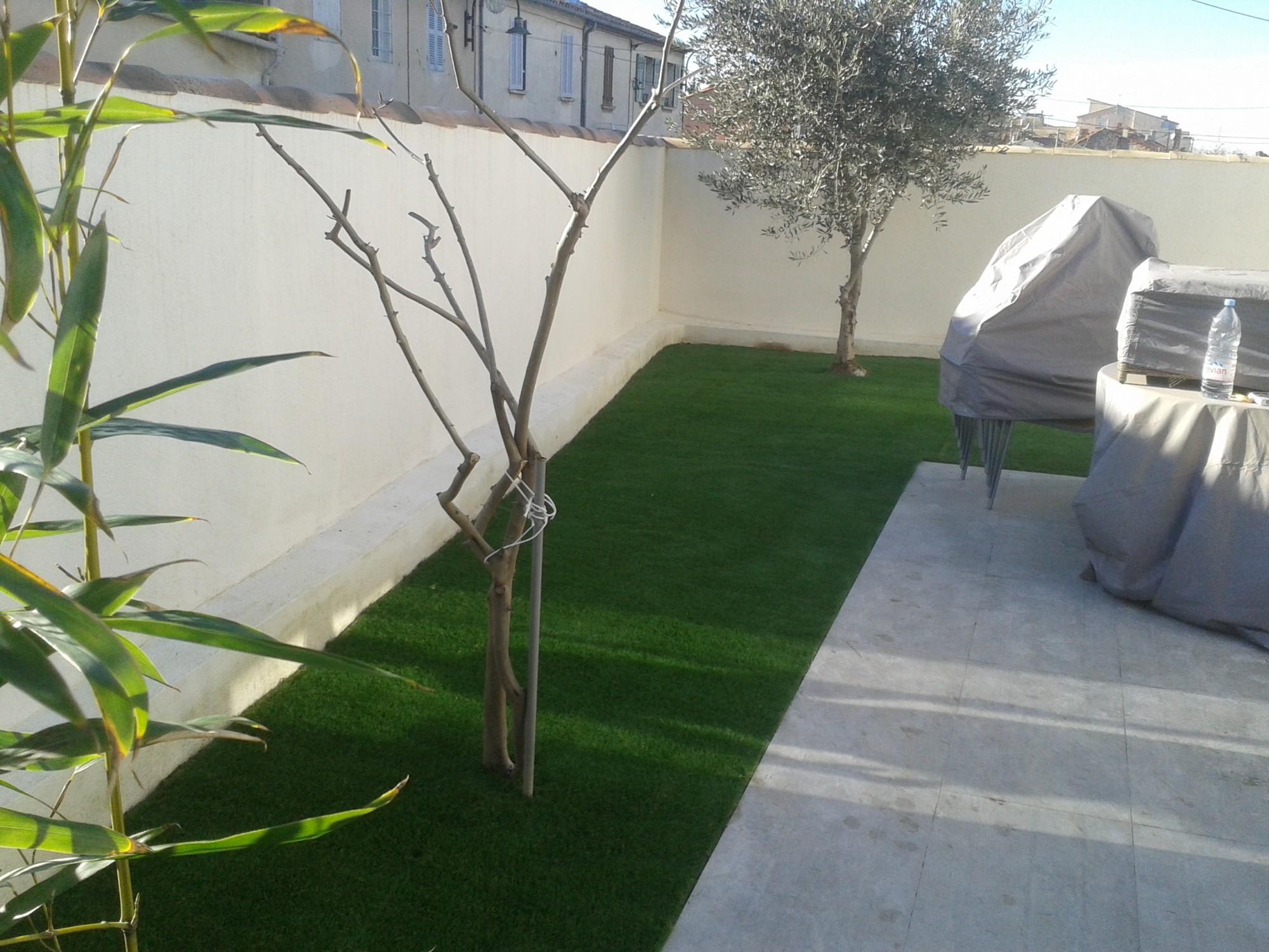 Réalisation d'un jardin en gazon artificiel près de Marseille