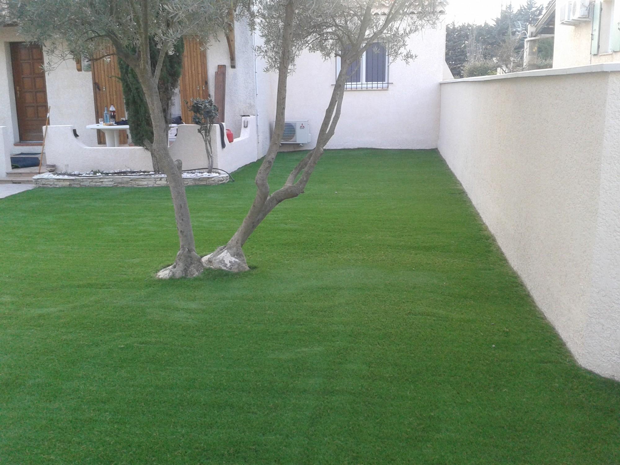 pose de 100 m de gazon artificiel aubagne la pose gazon synth tique gazon et pelouse. Black Bedroom Furniture Sets. Home Design Ideas