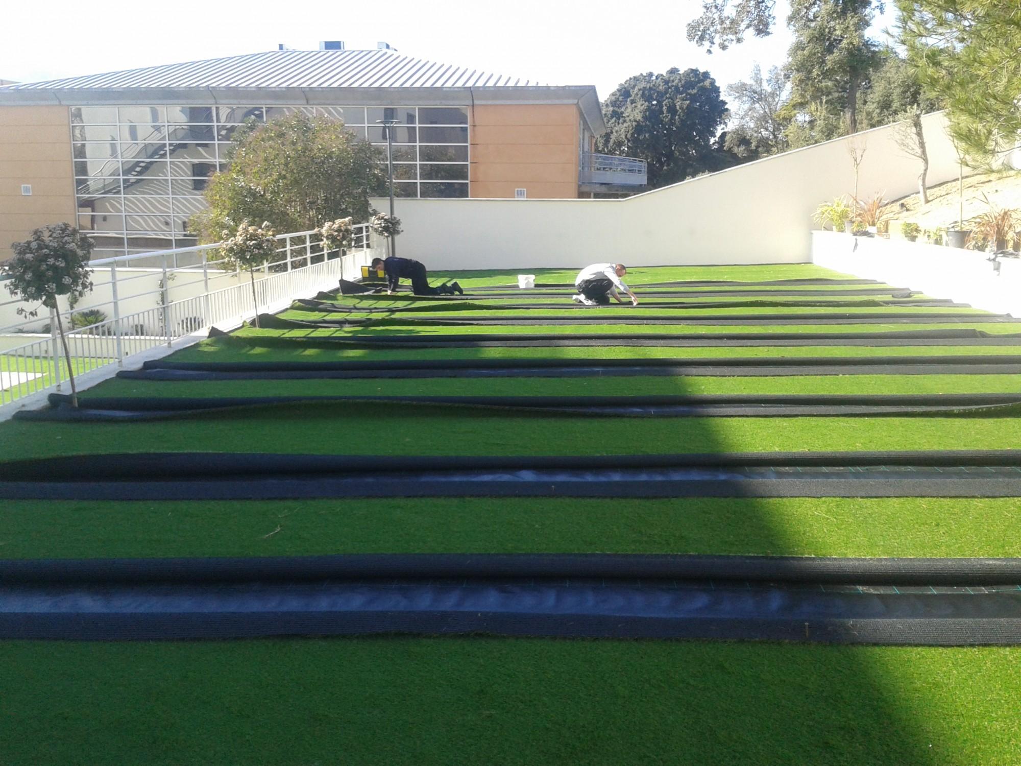 pose de 450 m de gazon synth tique jardin marseille bouches du rh ne 13 gazon et pelouse. Black Bedroom Furniture Sets. Home Design Ideas