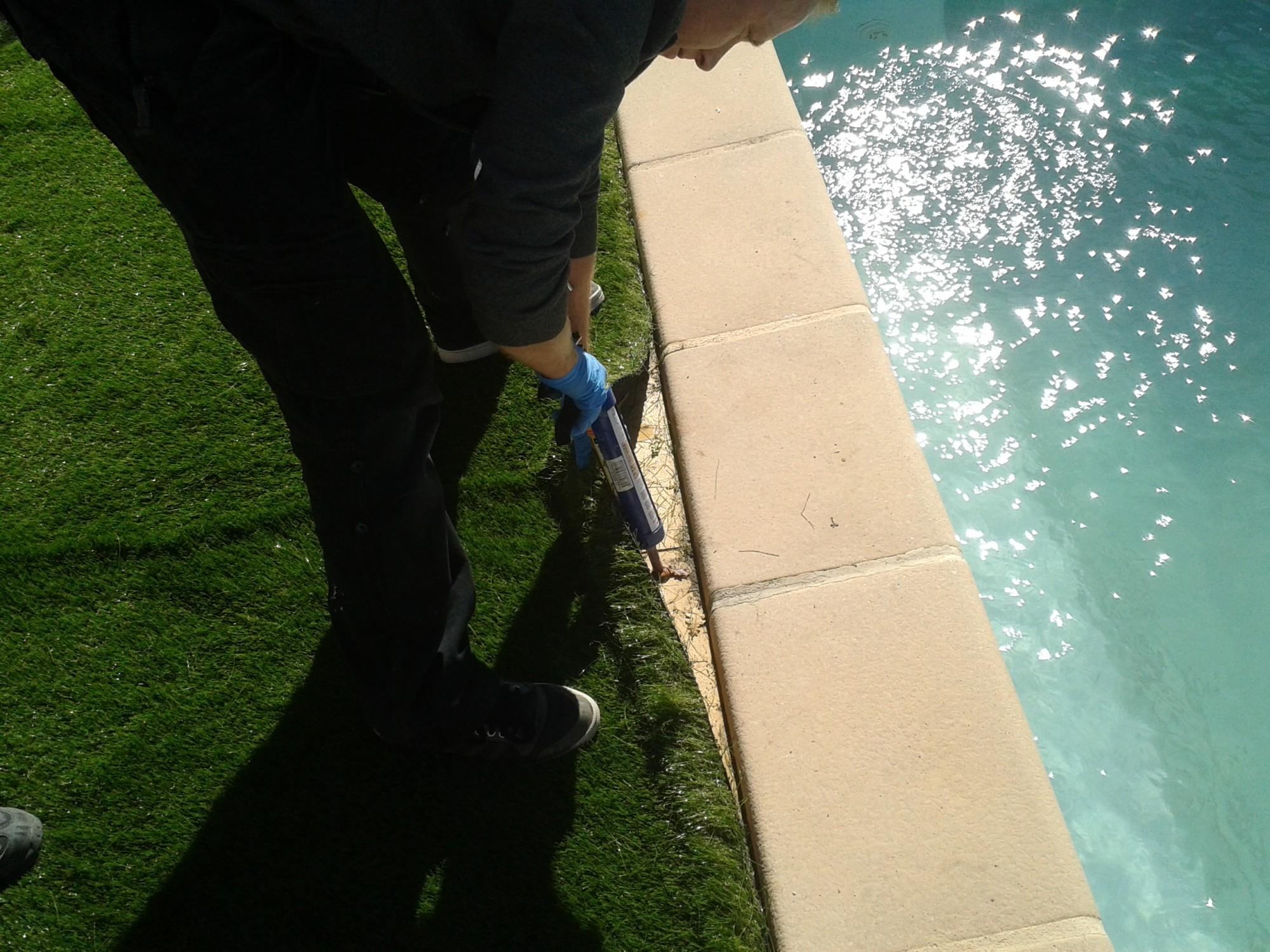 gazon artificiel spécial piscine à Aix en provence