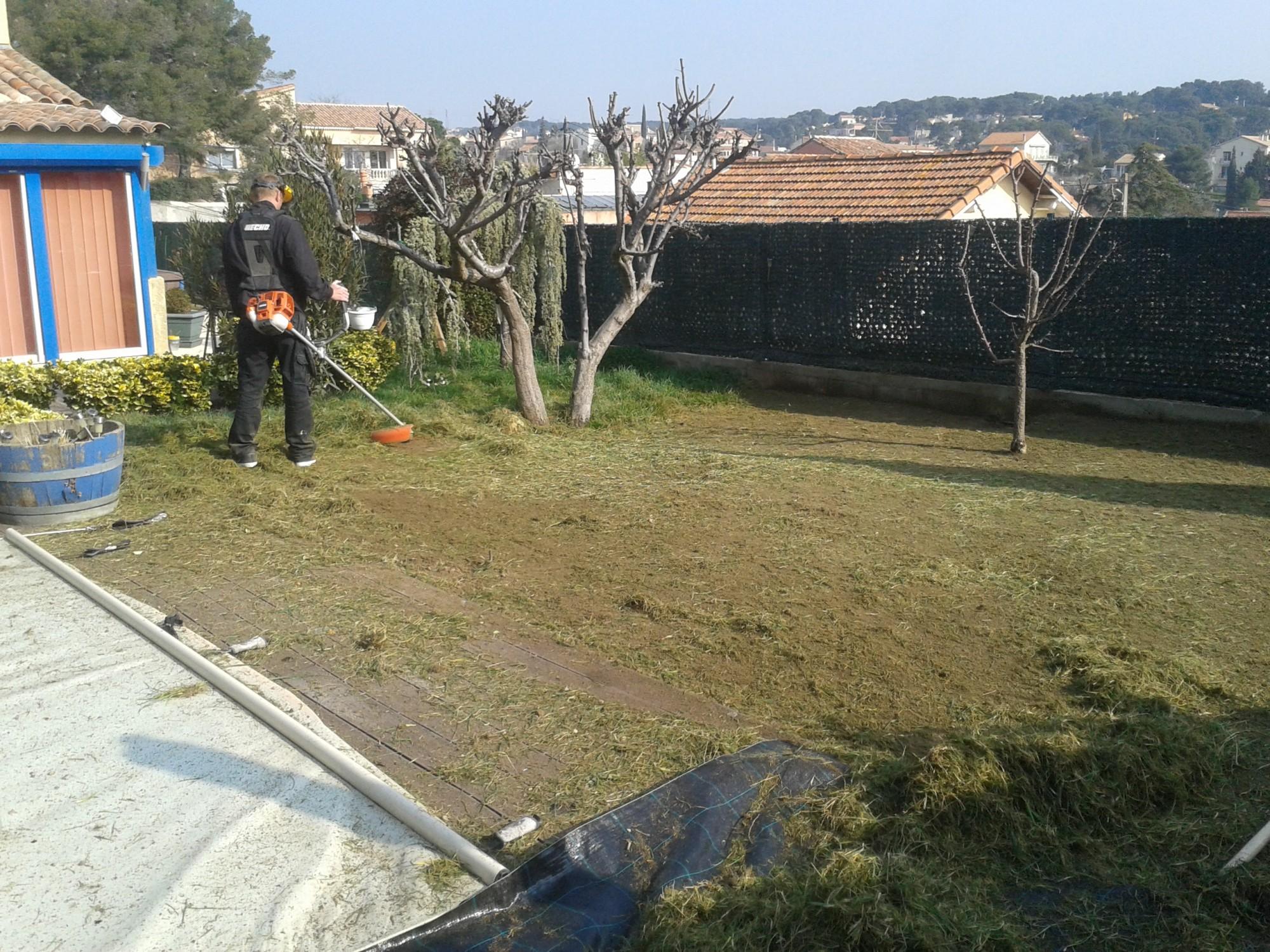 Préparation du sol avant la mise en place du gazon synthétique