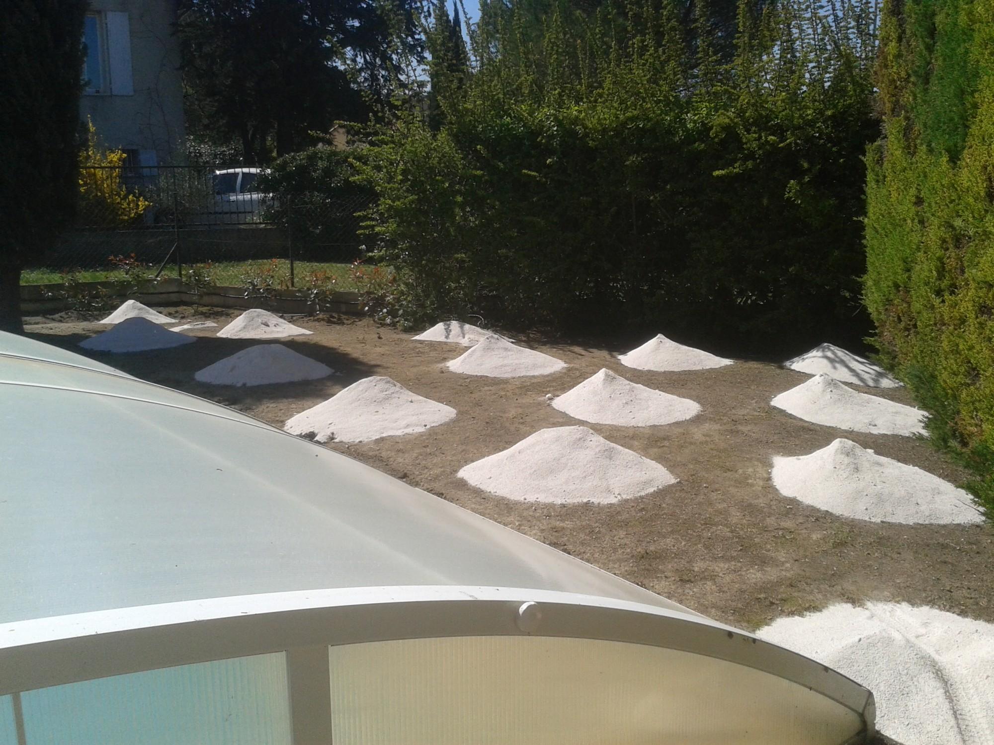Préparation du sol avant pose d'un gazon artificiel
