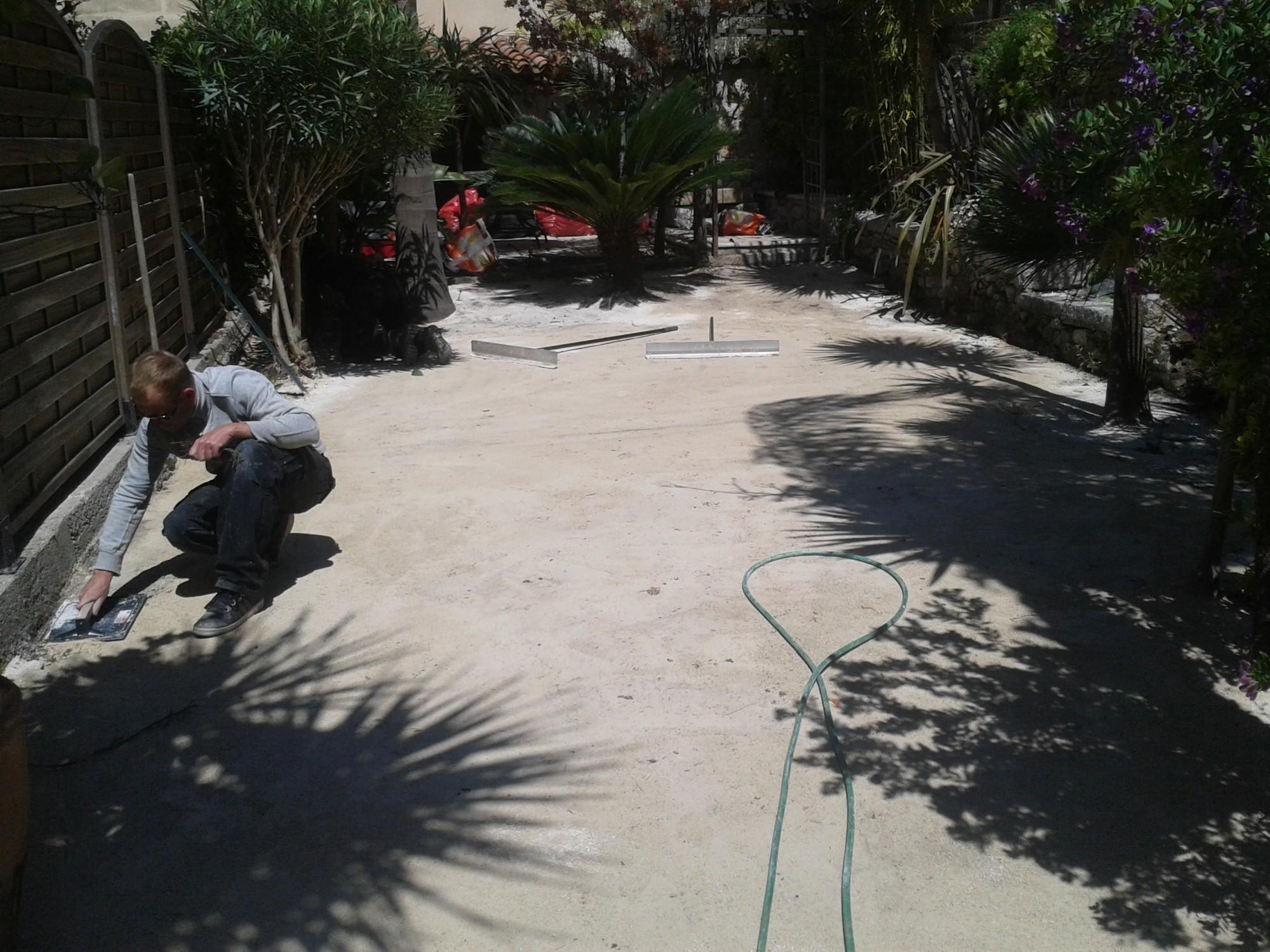 installation d'un green artificiel à Cassis