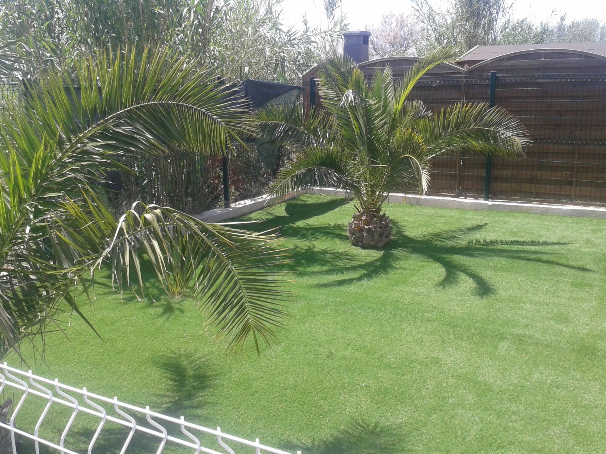 pose d 39 un gazon synth tique dans le var 100 m dans un jardin toulon 83 gazon et pelouse. Black Bedroom Furniture Sets. Home Design Ideas