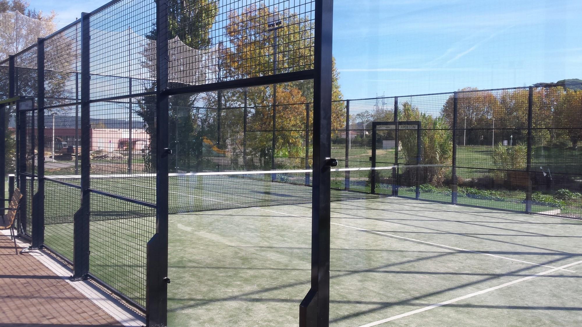 Construction terrain de padel classique univers gazons for Prix construction terrain de tennis