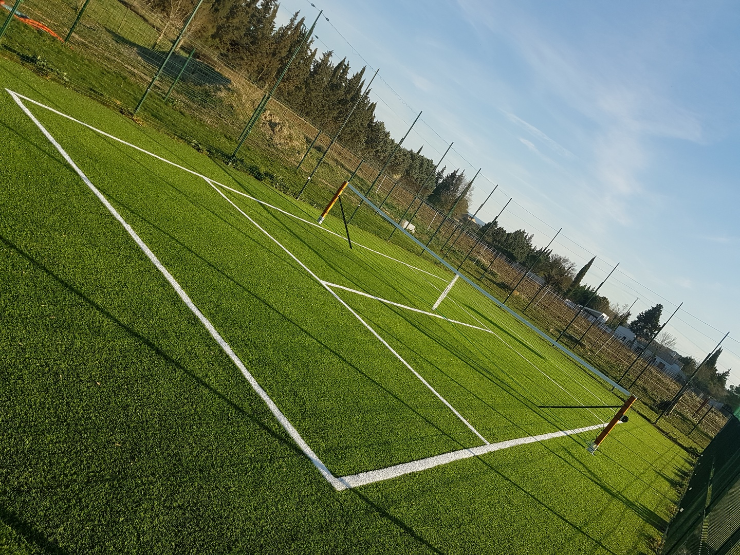 R alisation univers gazons d un mini terrain de tennis for Surface d un terrain de tennis