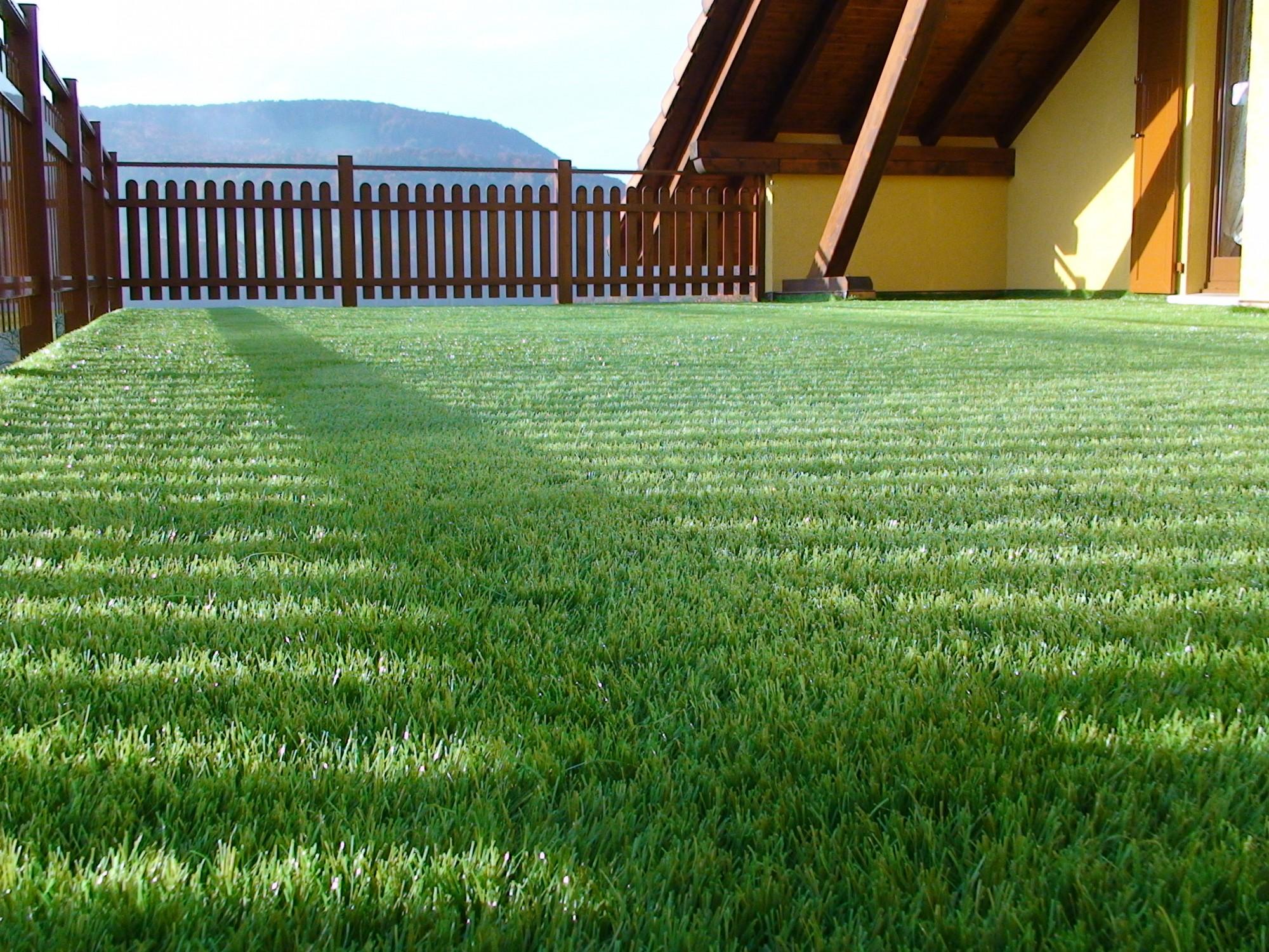 installation d 39 un gazon synth tique pour une terrasse digne hautes alpes 05 gazon et pelouse. Black Bedroom Furniture Sets. Home Design Ideas