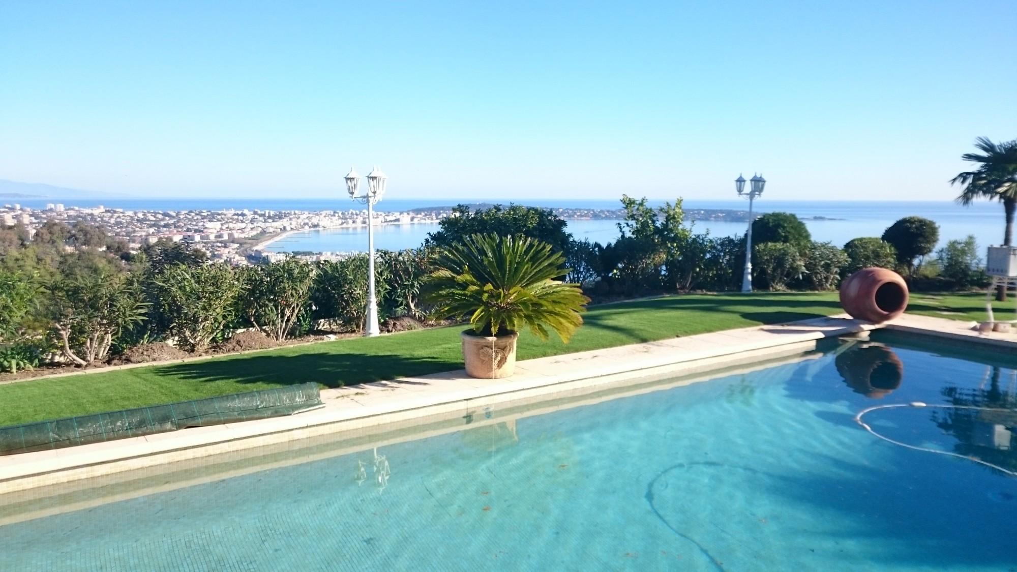 installateur de gazon artificiel à dans les Alpes Maritimes de Nice jusqu'à Cannes