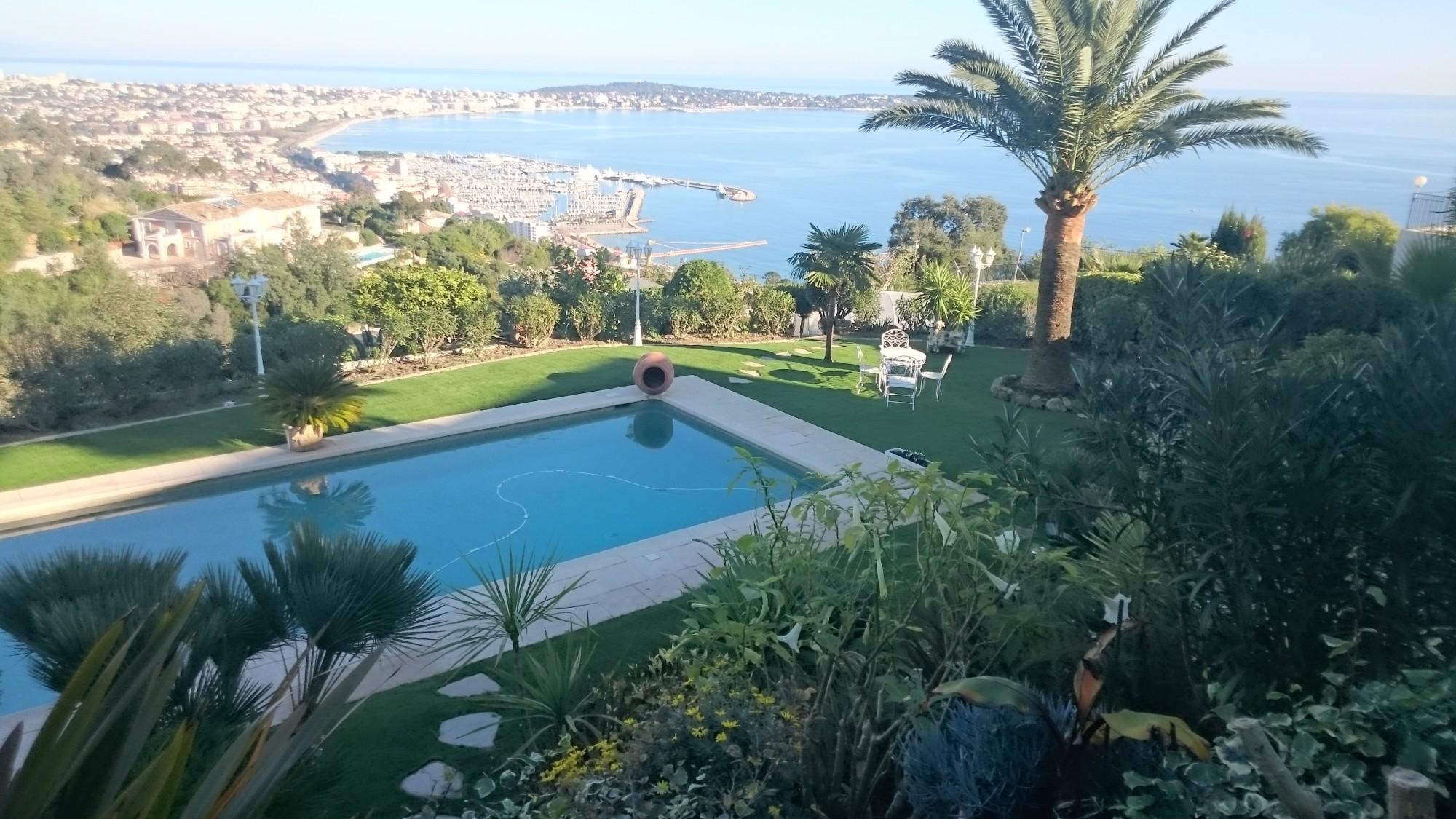 pose de 300 m² de gazon synthétique à Cannes dans les Alpes Maritimes