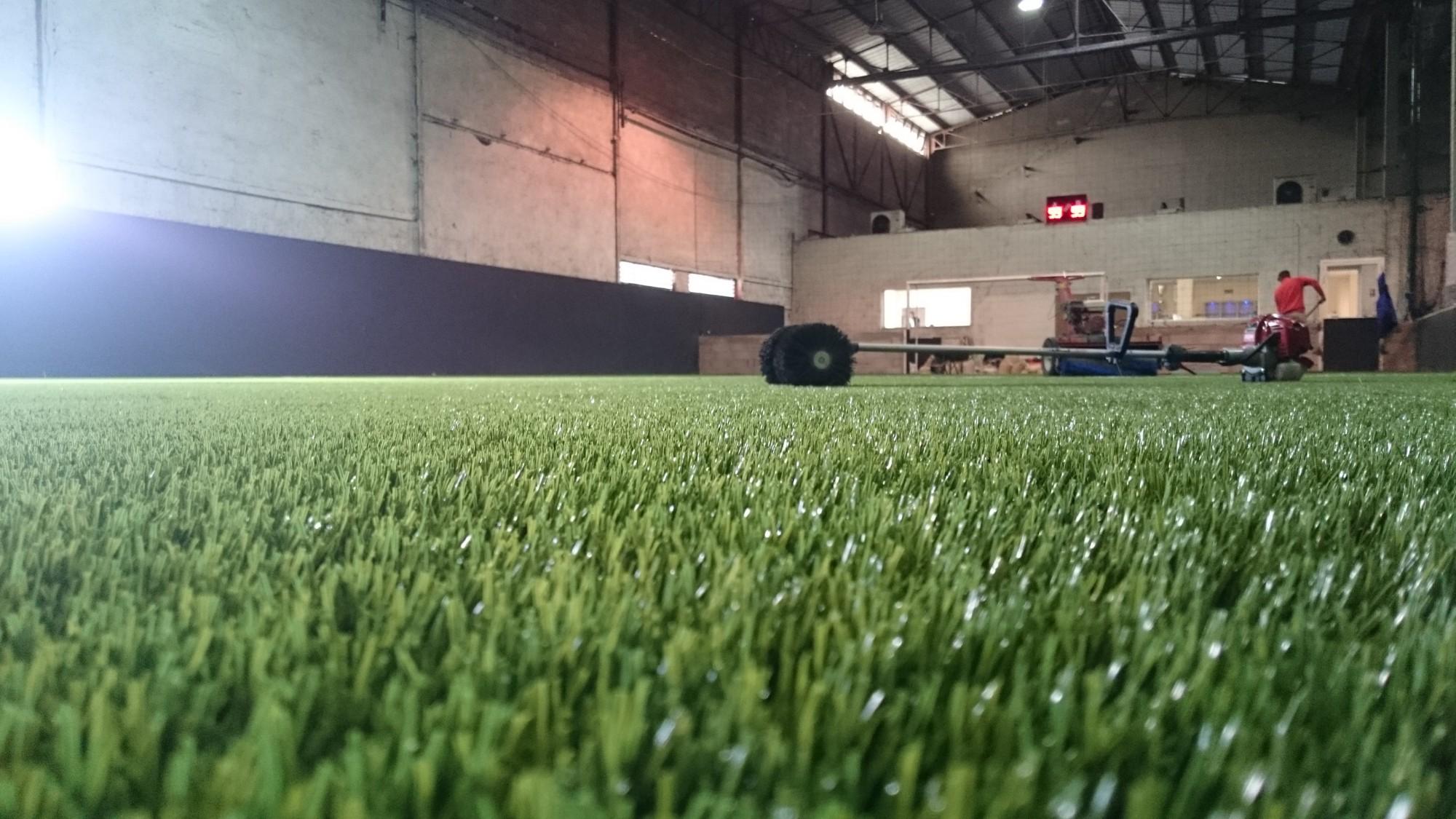 pose de gazon synthétique pour foot indoor à Marseille