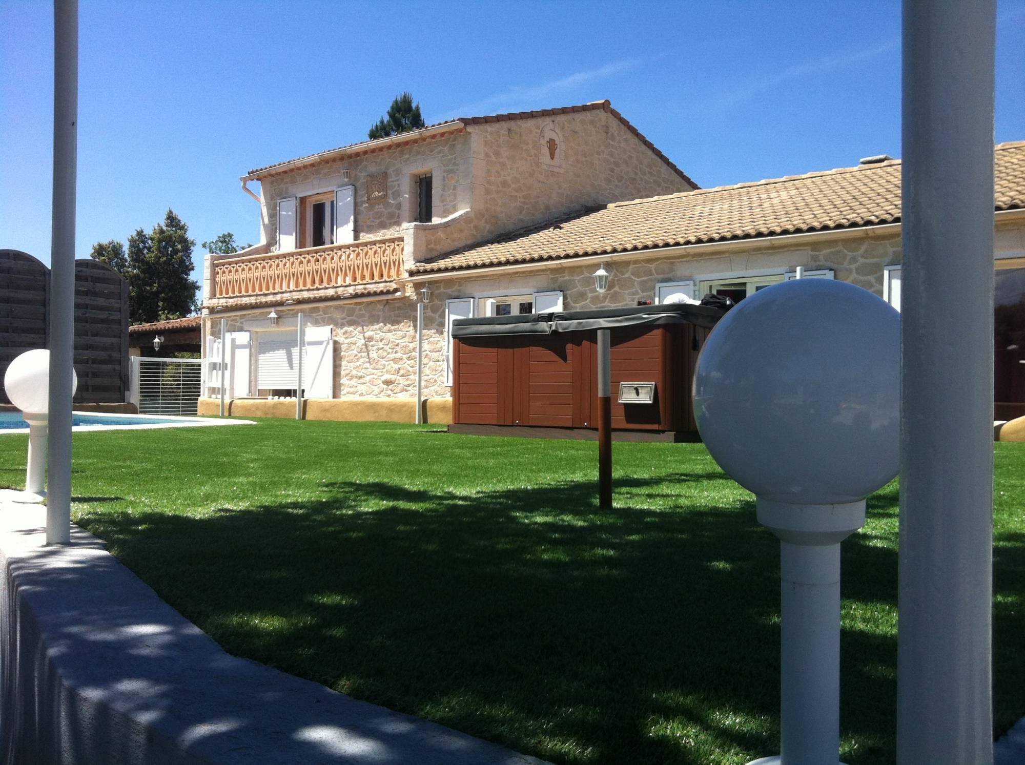 Gazon Synthetique Sur Terrasse Bois peut-on poser du gazon synthétique sur une terrasse en bois