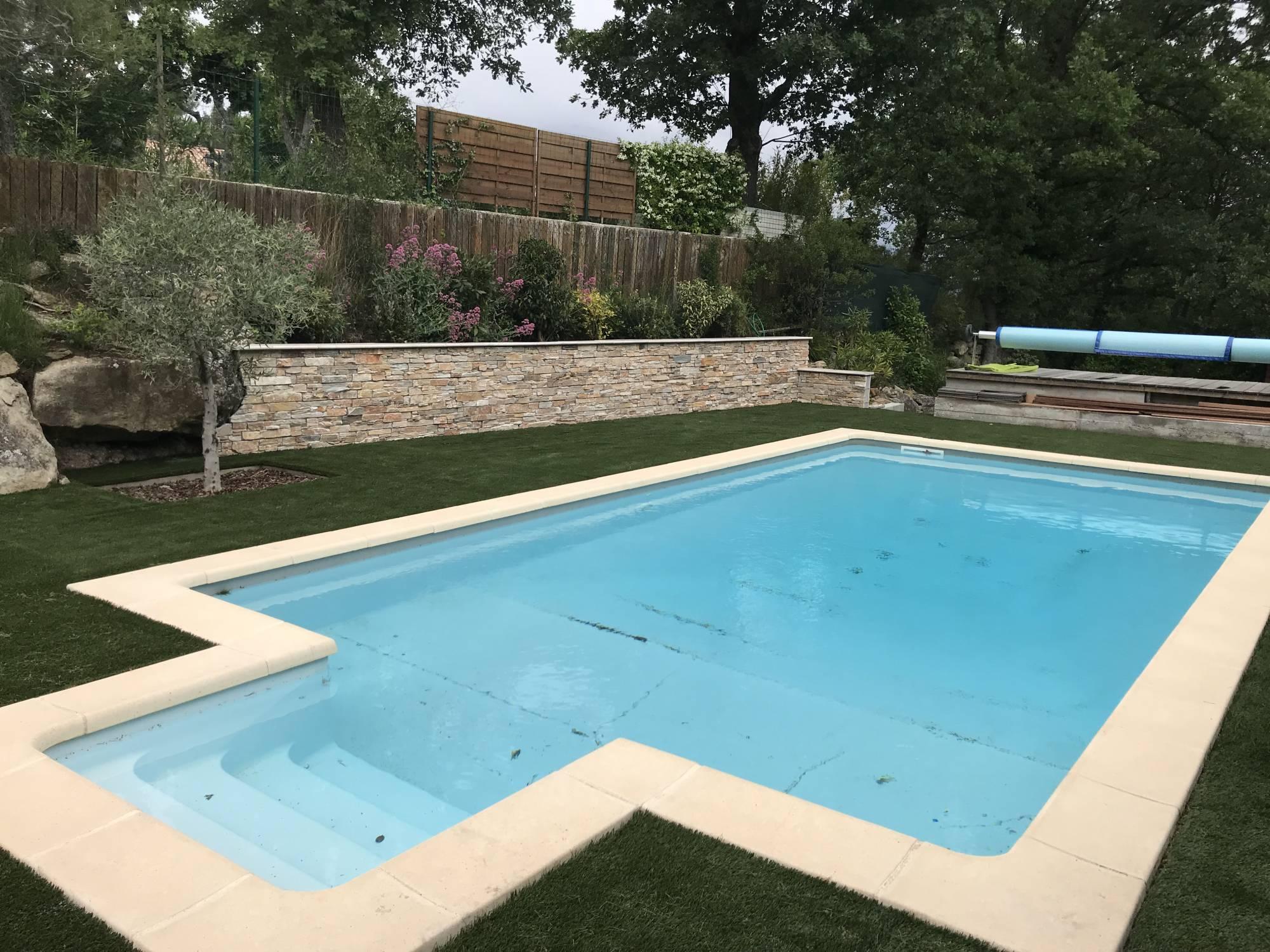 Tour De Piscine Gazon Synthetique tour de piscine en gazon synthétique à trets bouches du