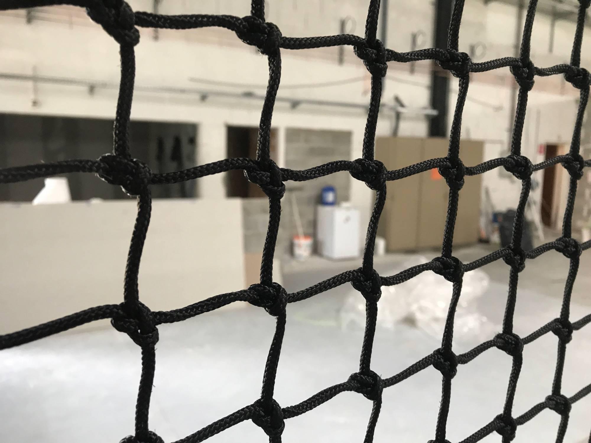 installation de filet pour une structure de soccer 5