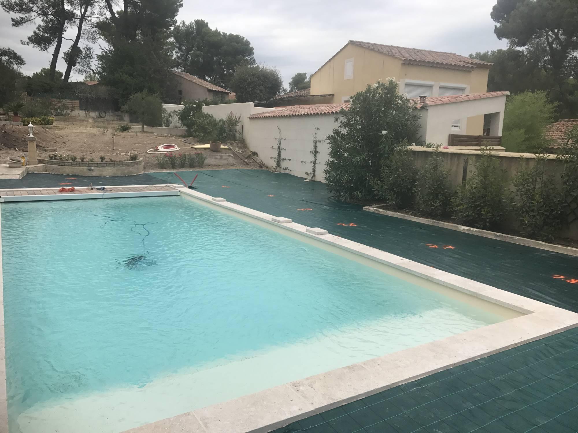 entourage de piscine en gazon synth tique aix en provence bouches du rh ne 13 gazon et pelouse. Black Bedroom Furniture Sets. Home Design Ideas