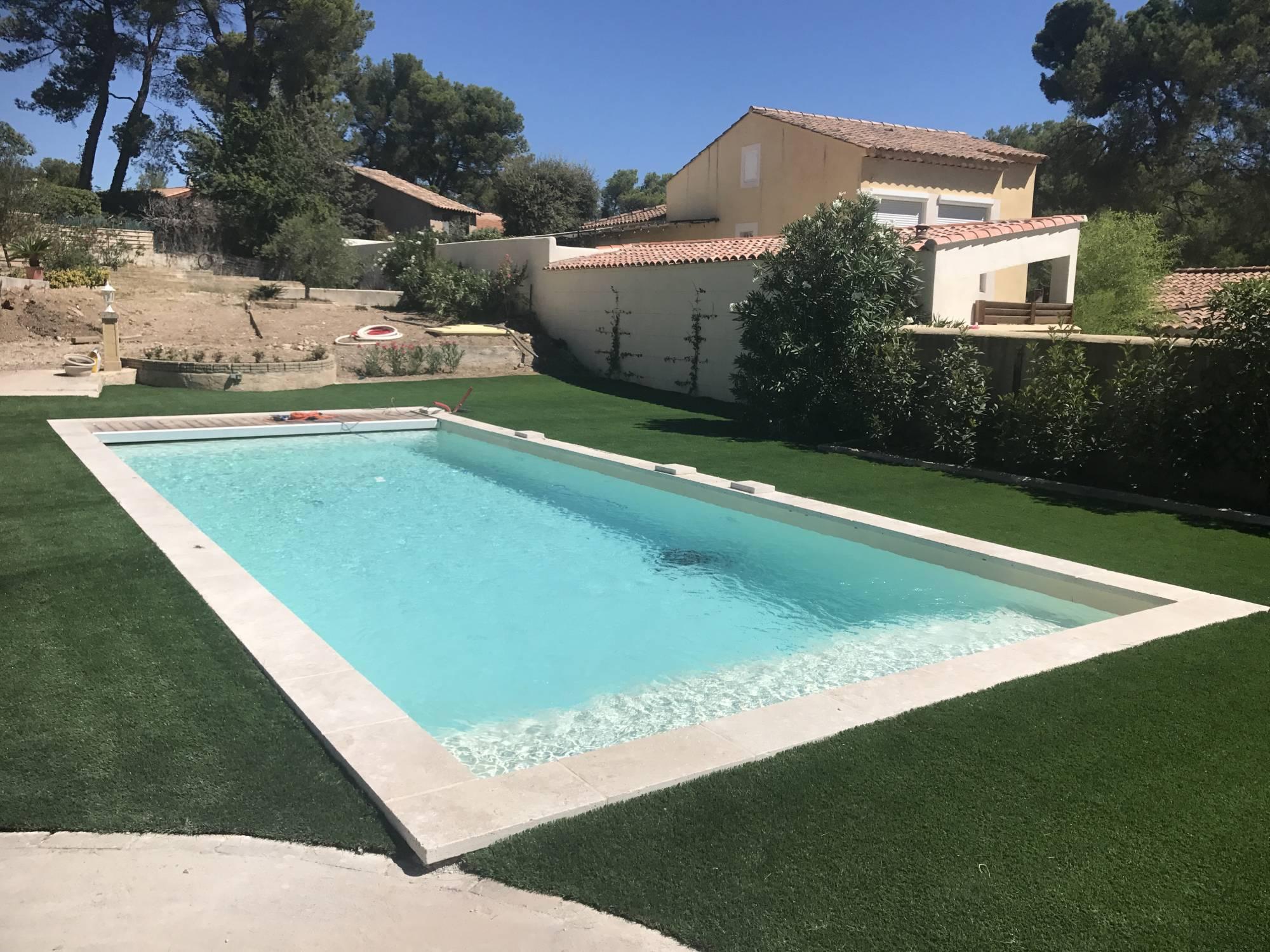 Entourage de piscine en gazon synthétique à Aix en Provence ...