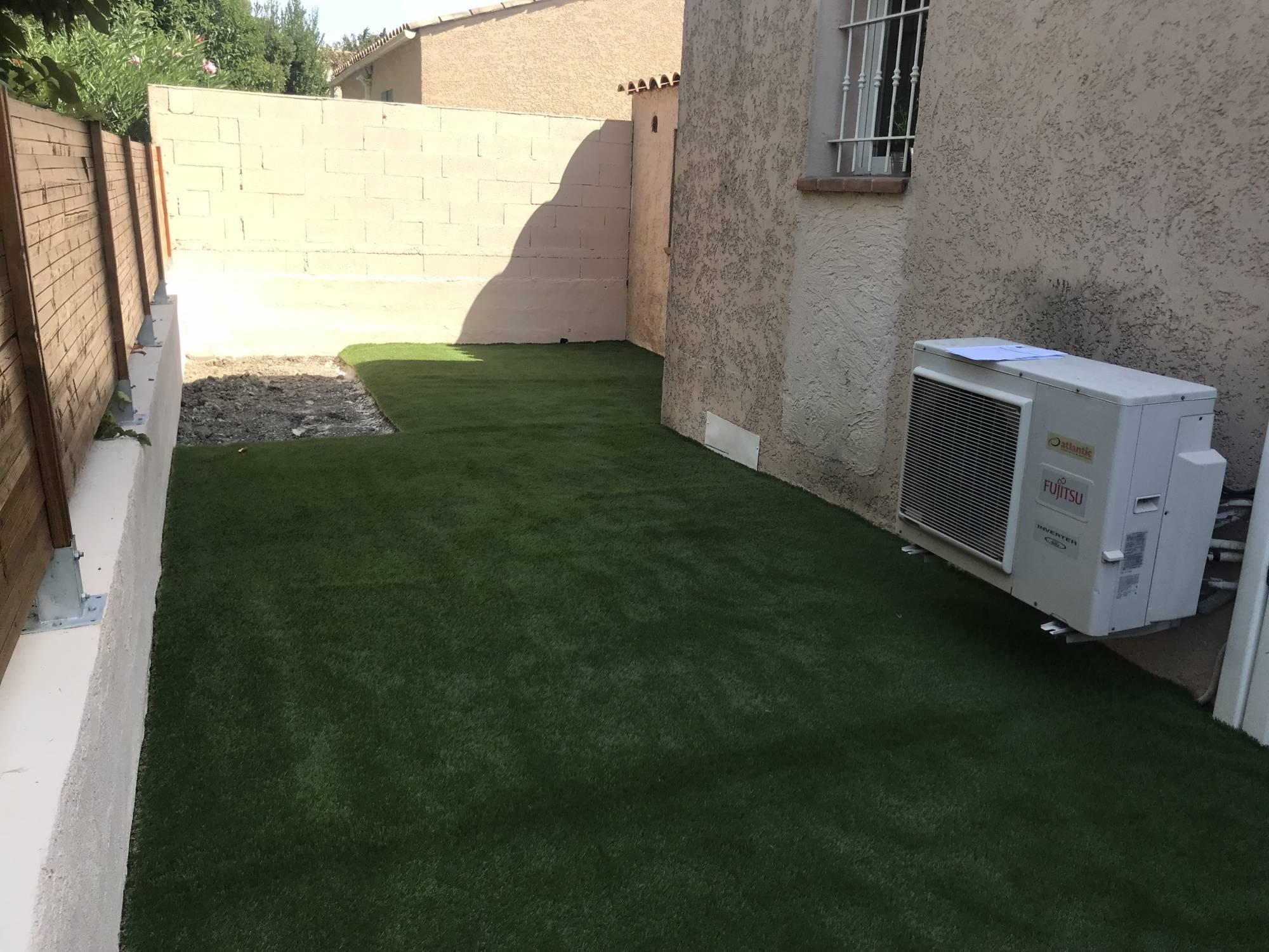 poser du gazon synthétique sur du gravier Gazon et pelouse ...