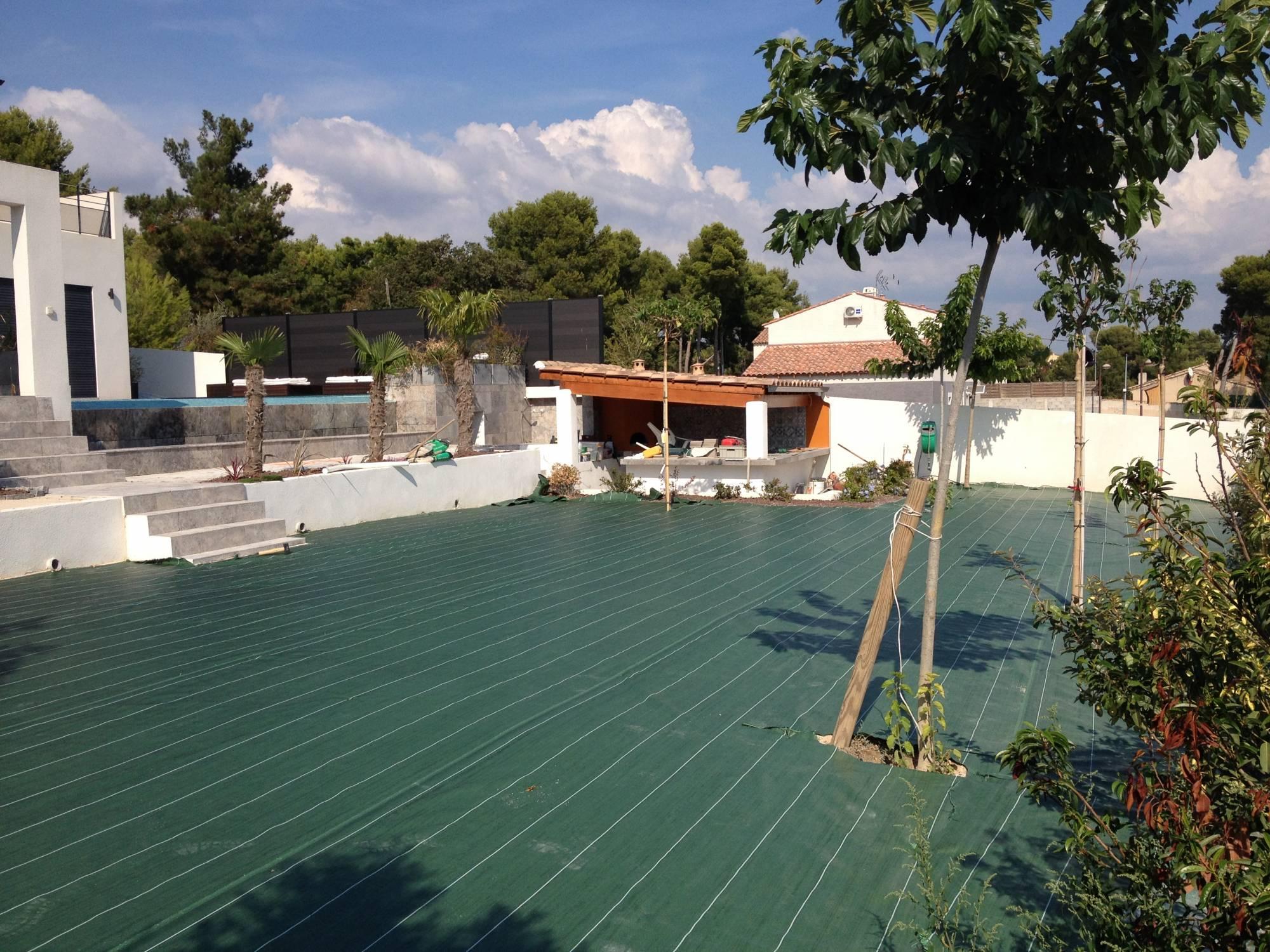 protection pour gazon synthétique