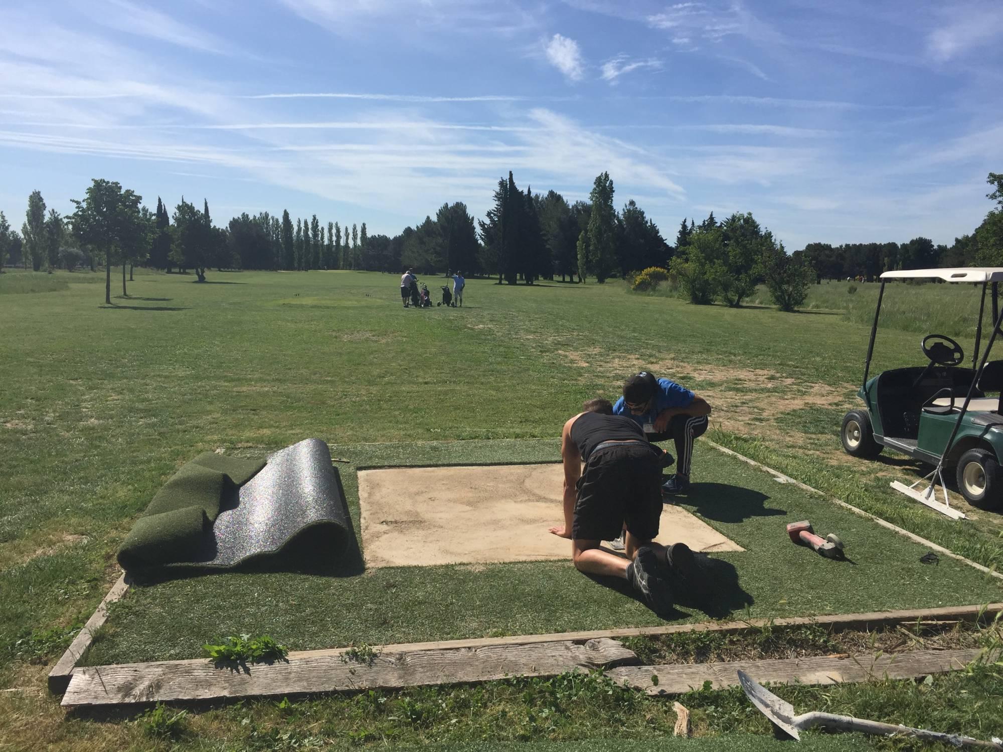 départ synthétique de golf au golf de l'armée de l'air à Salon de Provence