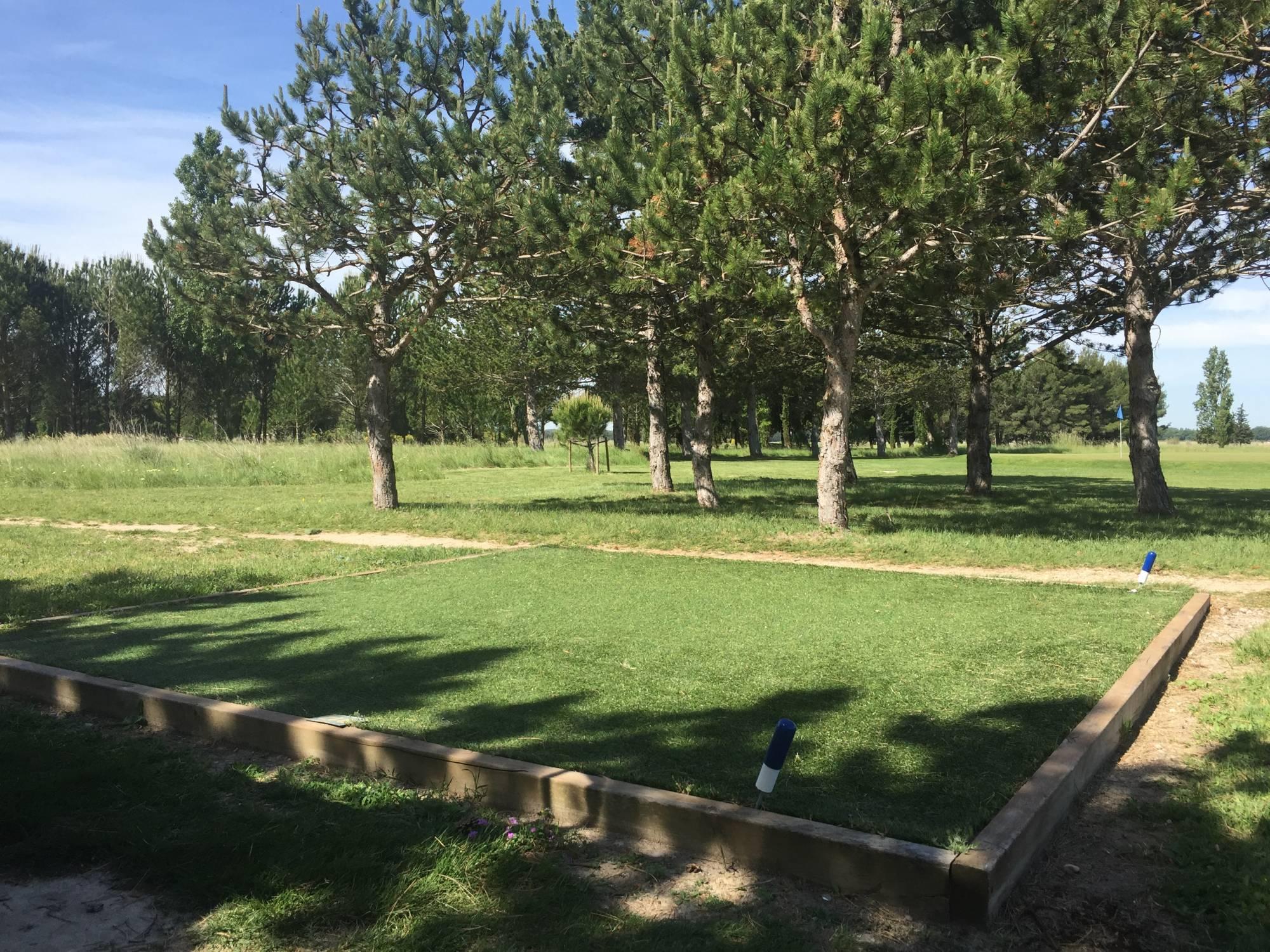 départ de golf artificiel du golf de l'école de l'air à Salon de Provence