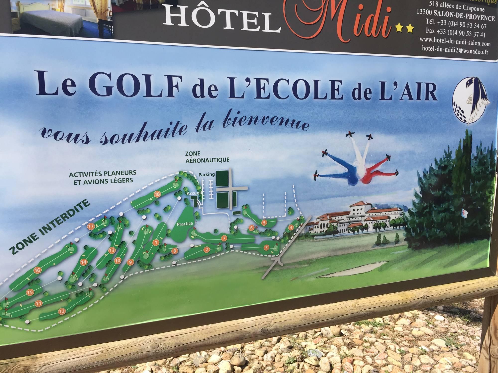 départ de golf synthétique du golf de l'école de l'air à salon de provence