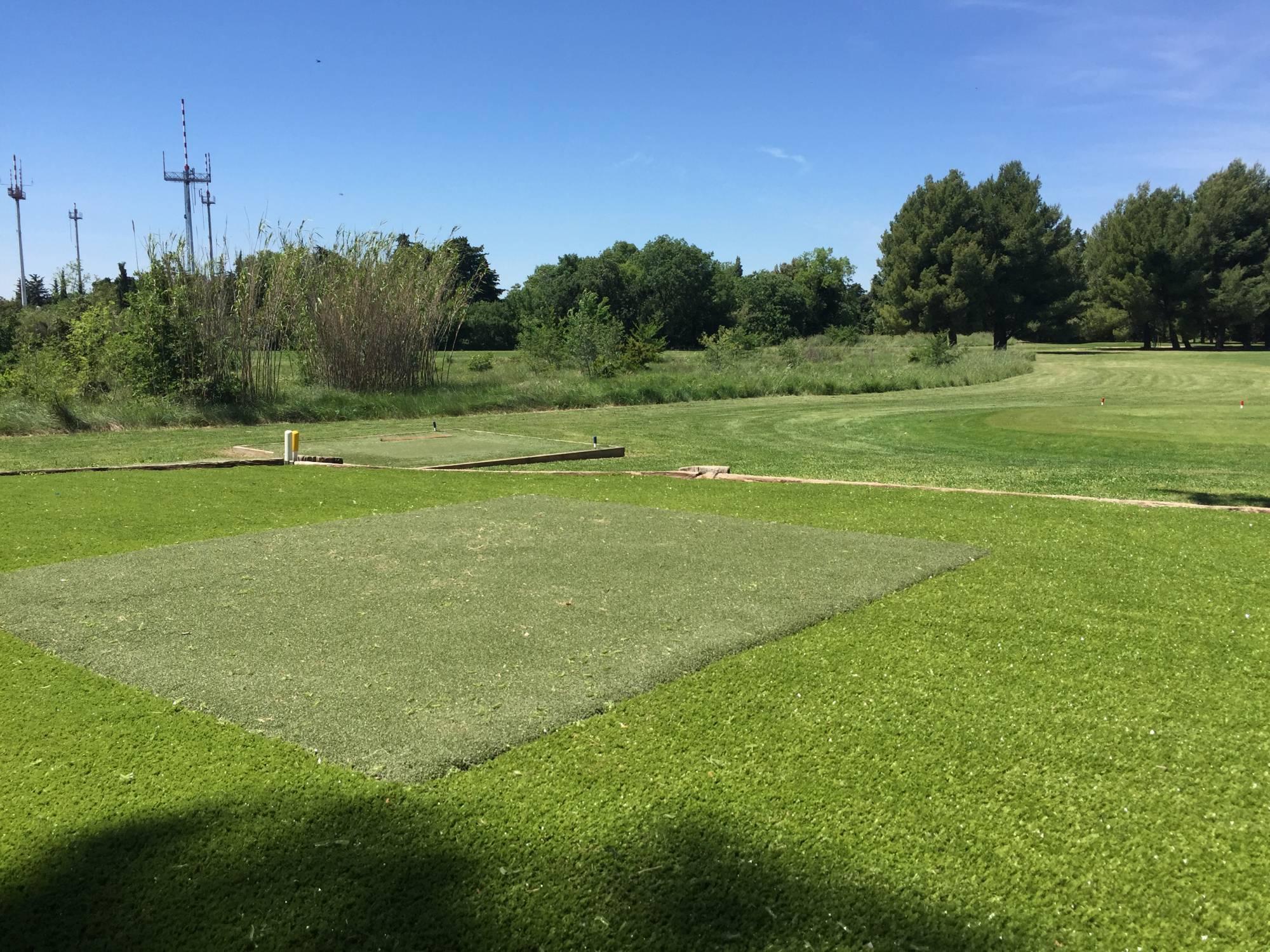 départ synthétique de golf au golf de Salon de provence
