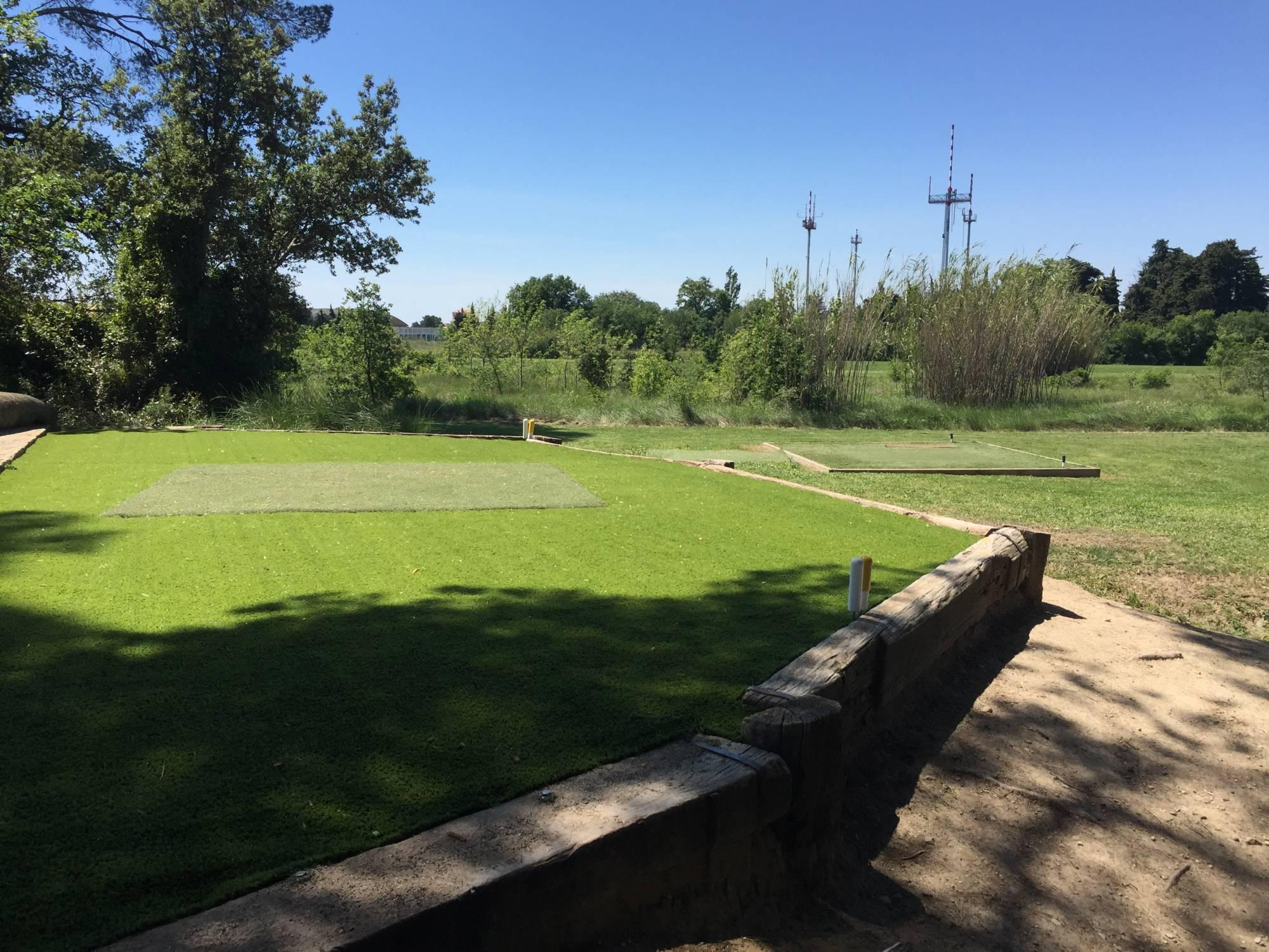 départ synthétique de golf au golf de l'école de l'Air à Salon de Provence