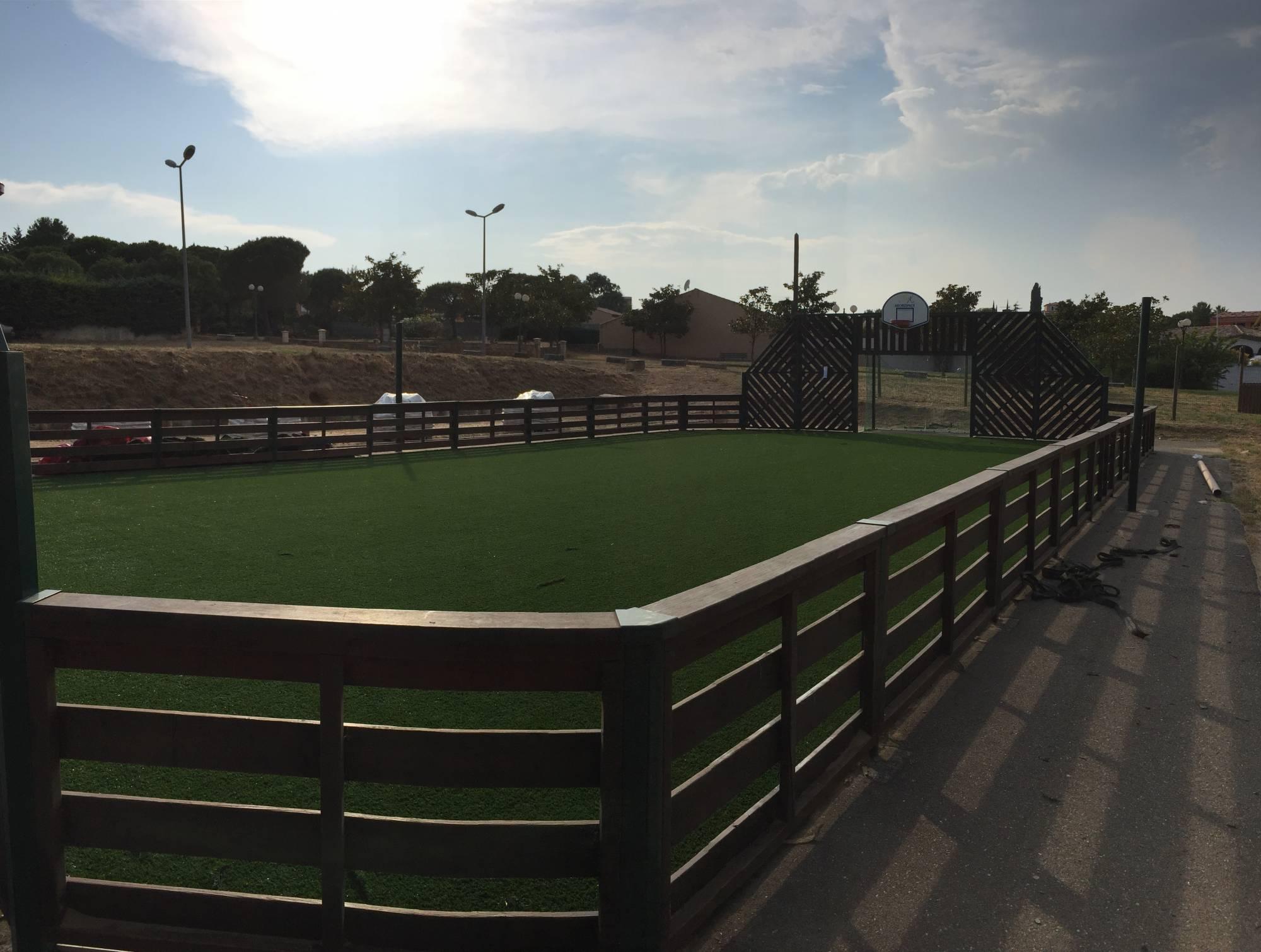 remplacement du gazon synthétique d'un terrain multisport