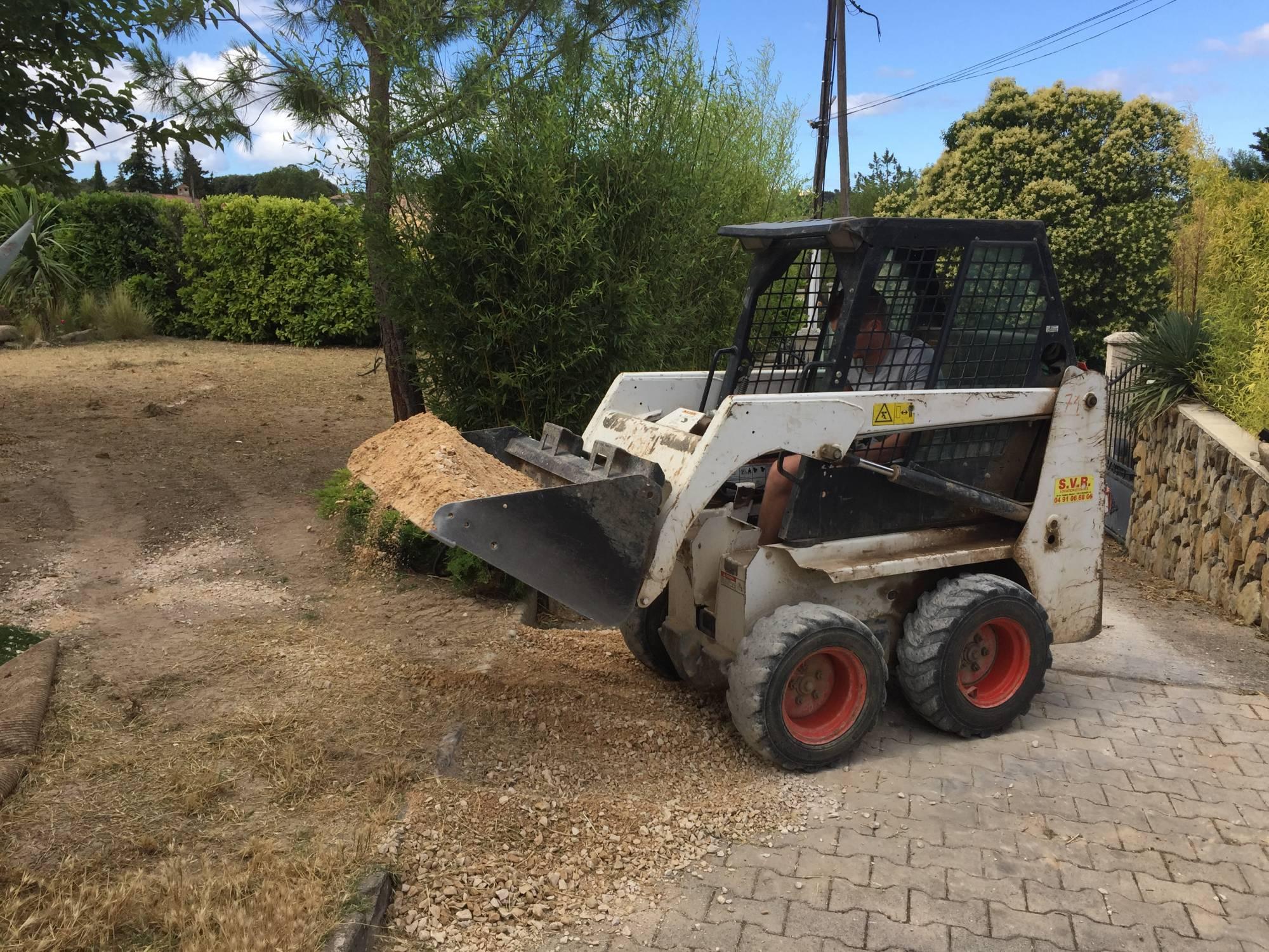 préparer le sol pour gazon artificiel