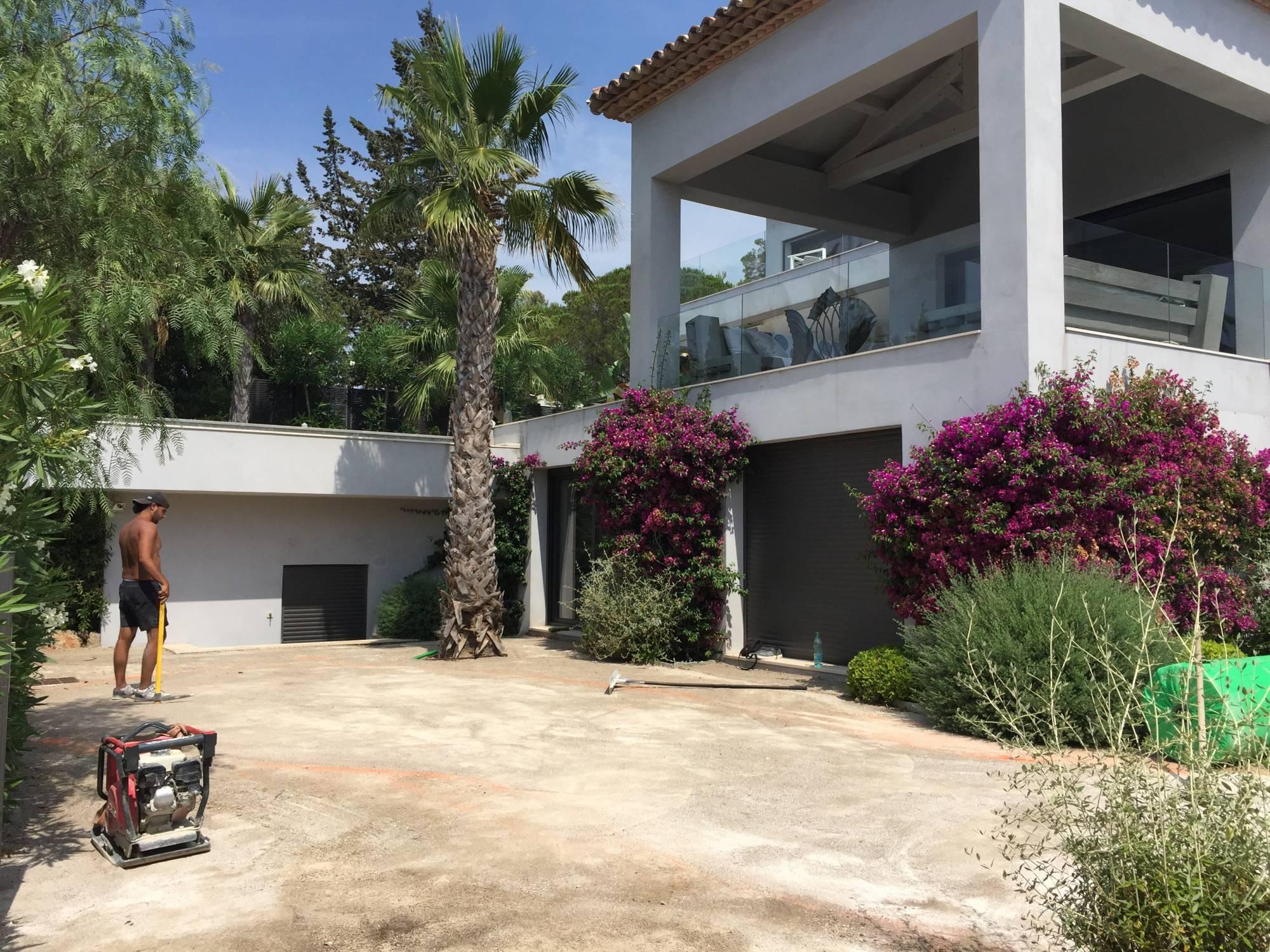 mise en place d'un green de golf synthétique à Sainte Maxime dans le Var, 83