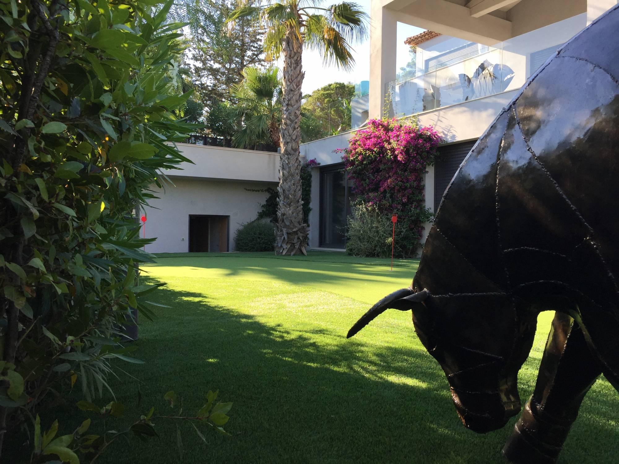 création d'un green de golf synthétique à Sainte Maxime dans le Var, 83