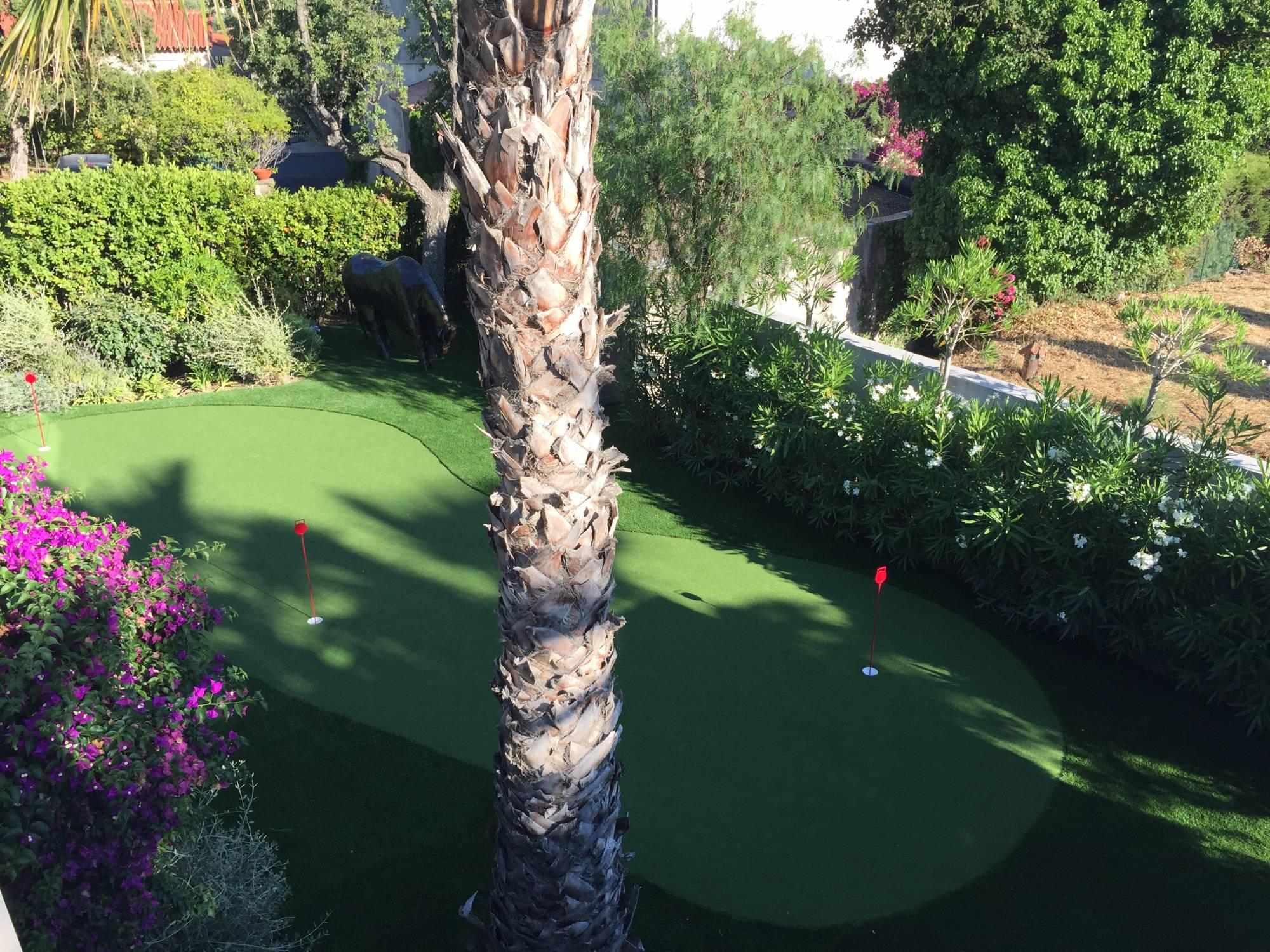 green de golf synthétique à sainte Maxime dans le Var, 83