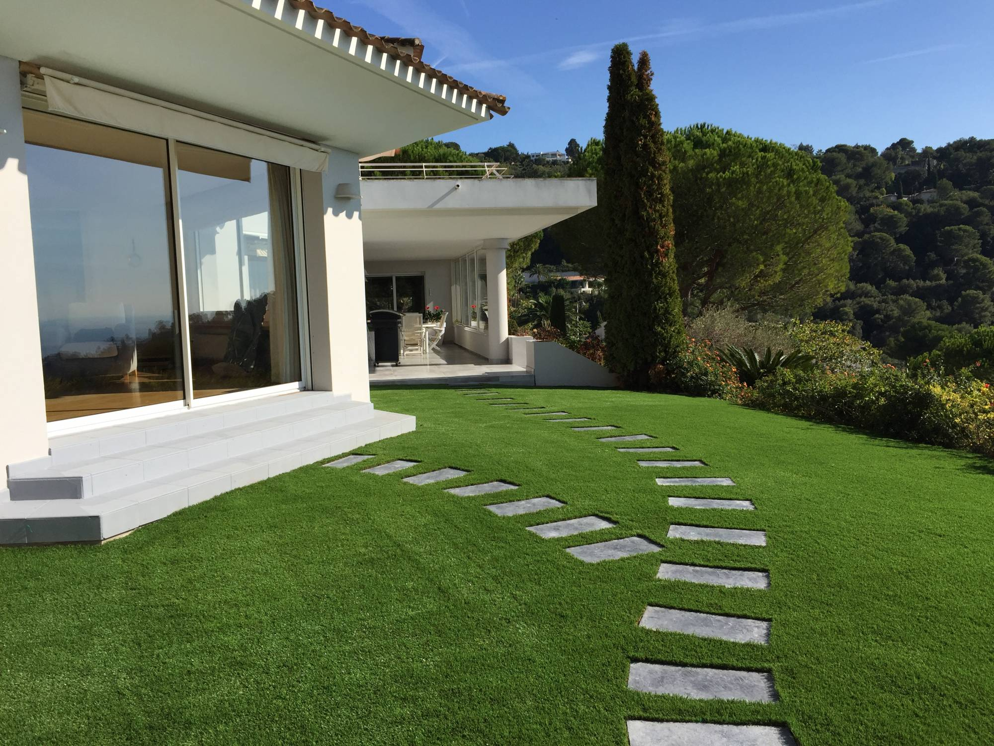 pose de gazon synthétique à Cannes