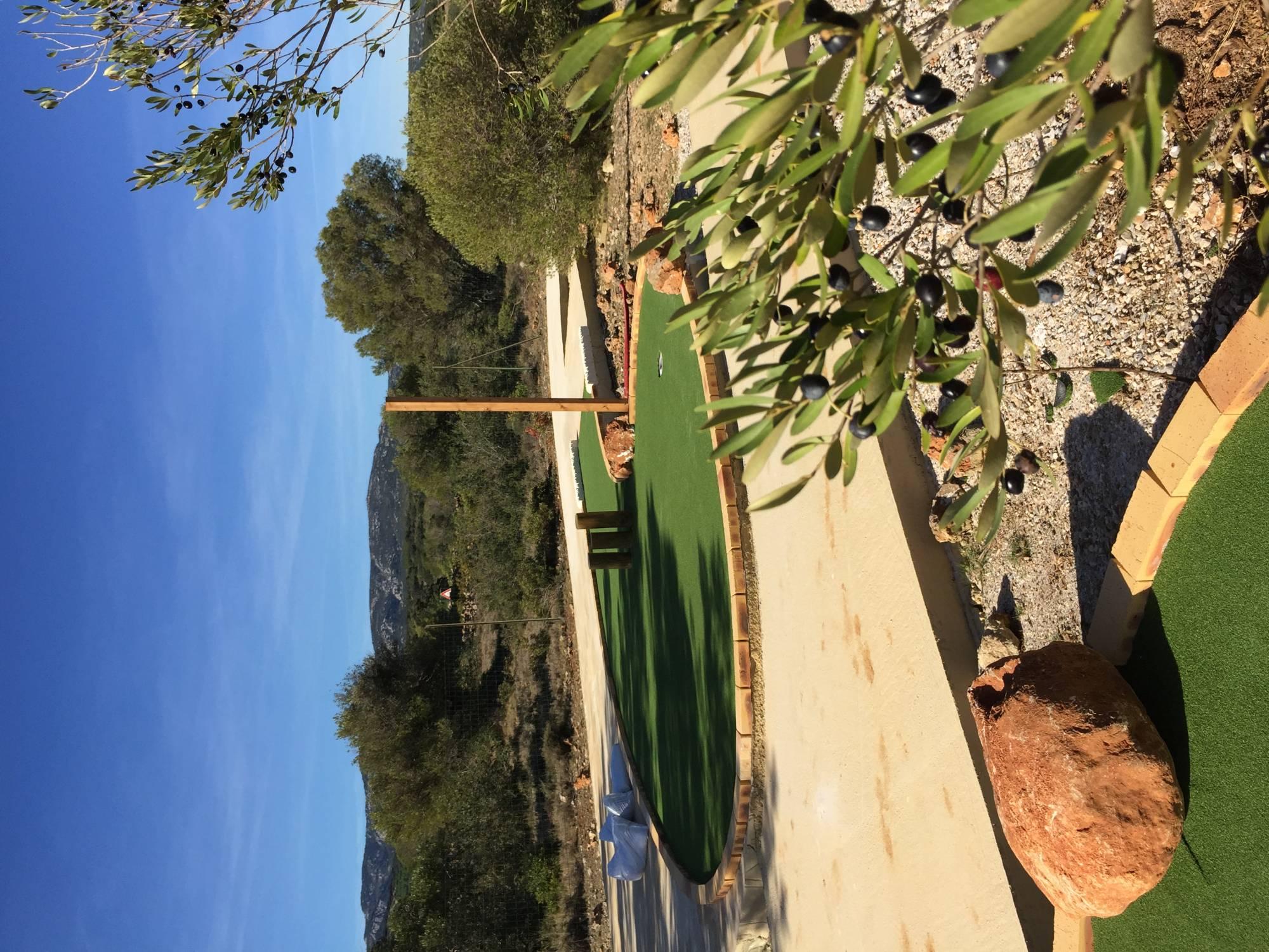 gazon artificiel pour piste de mini-golf