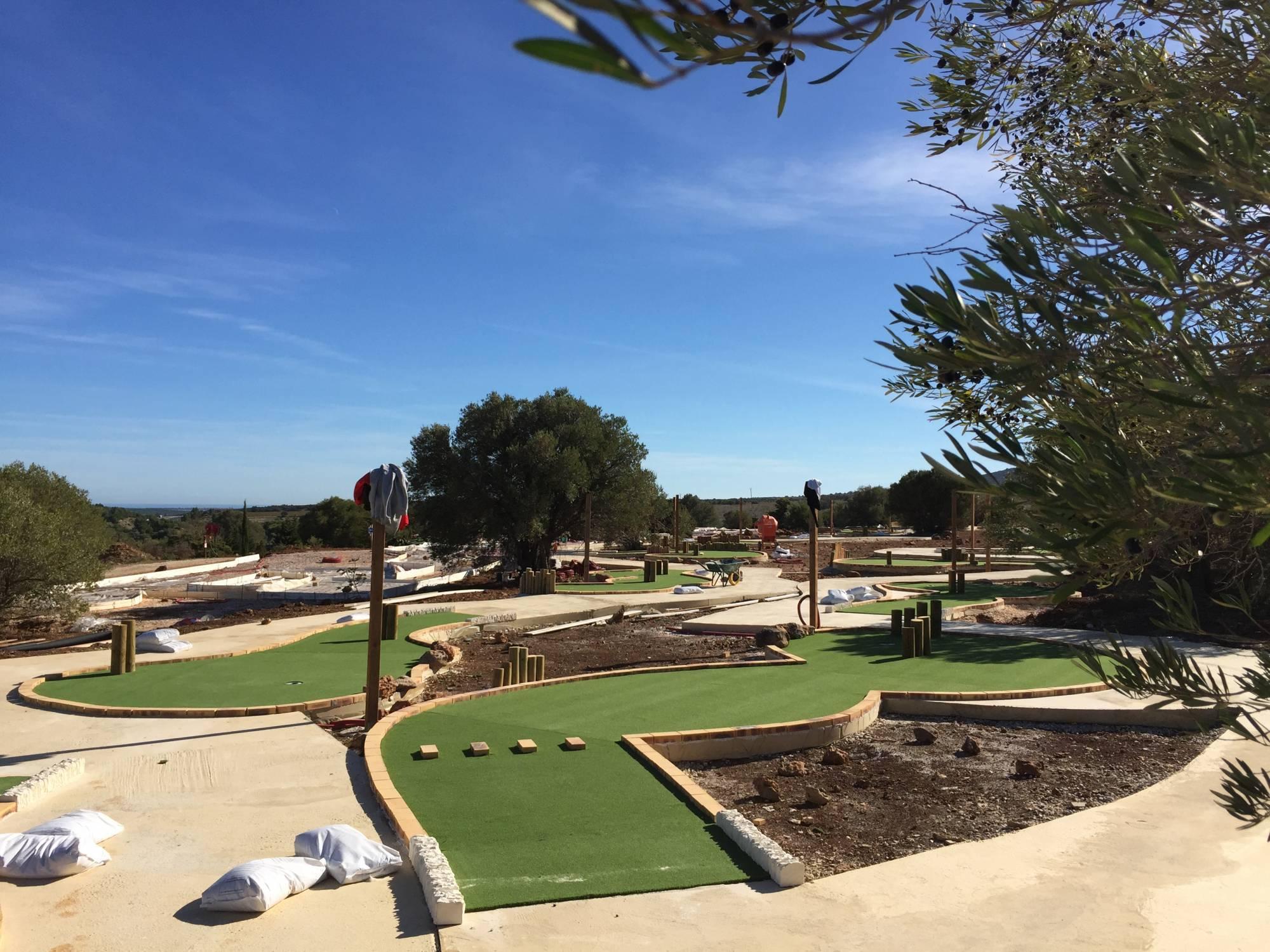 gazon synthétique pour piste de mini-golf
