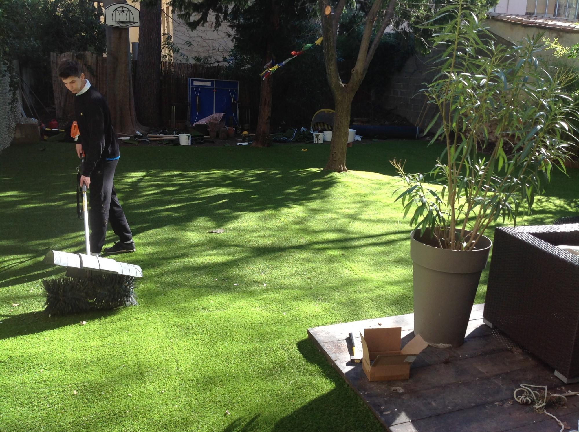 pose de gazon synth tique aix en provence la pose gazon synth tique gazon et pelouse. Black Bedroom Furniture Sets. Home Design Ideas