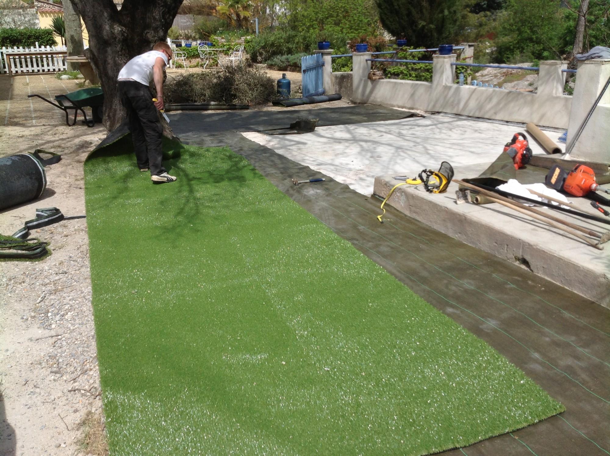 Installation d'une pelouse artificielle à Meyreuil près d'Aix en Provence