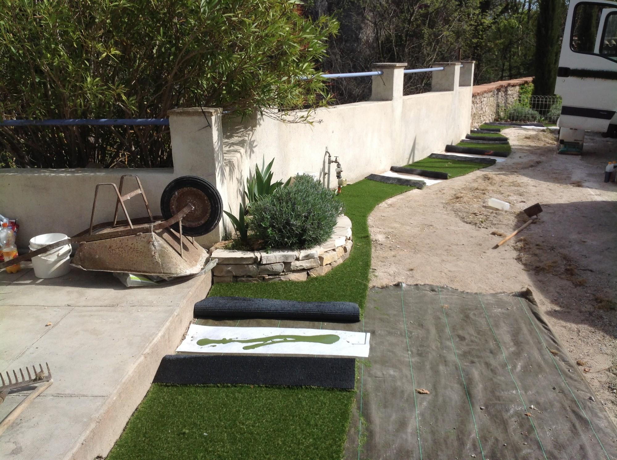 Pose d'un pelouse synthétique à Aix en Provence
