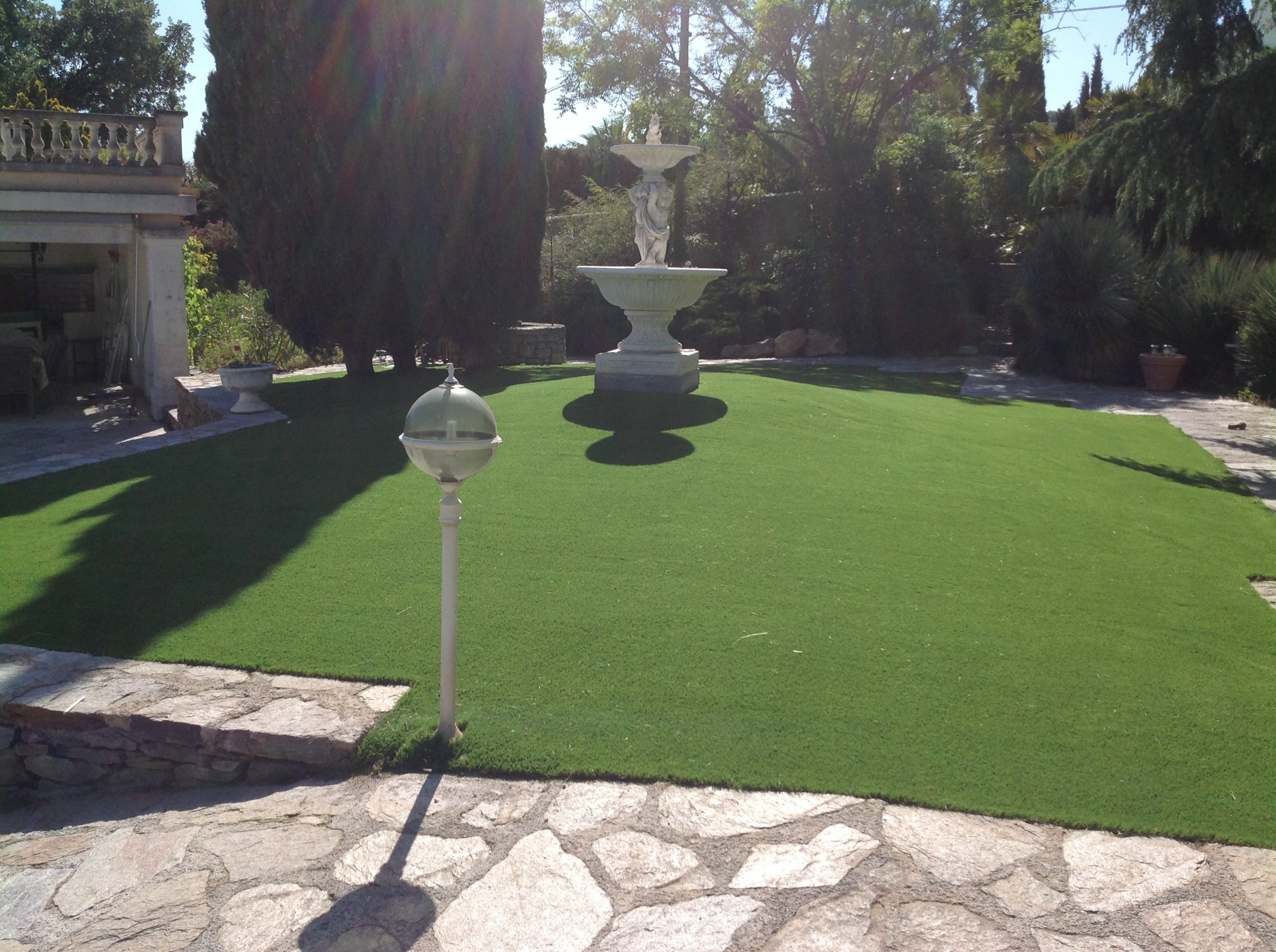 pose d'une pelouse artificielle à Hyères