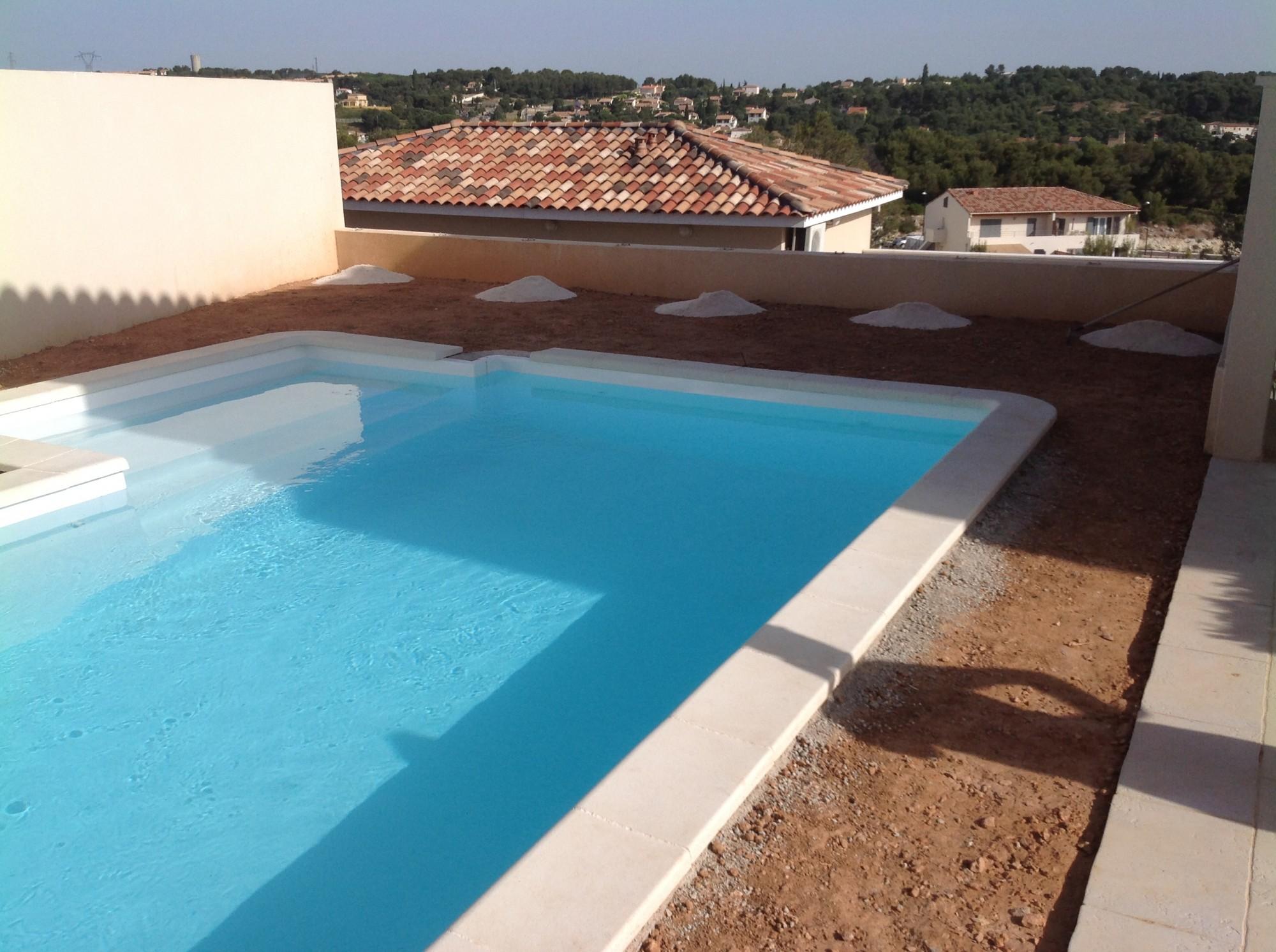 Pose d 39 un gazon synth tique aix en provence bouches du - Jardin autour de la piscine aixen provence ...
