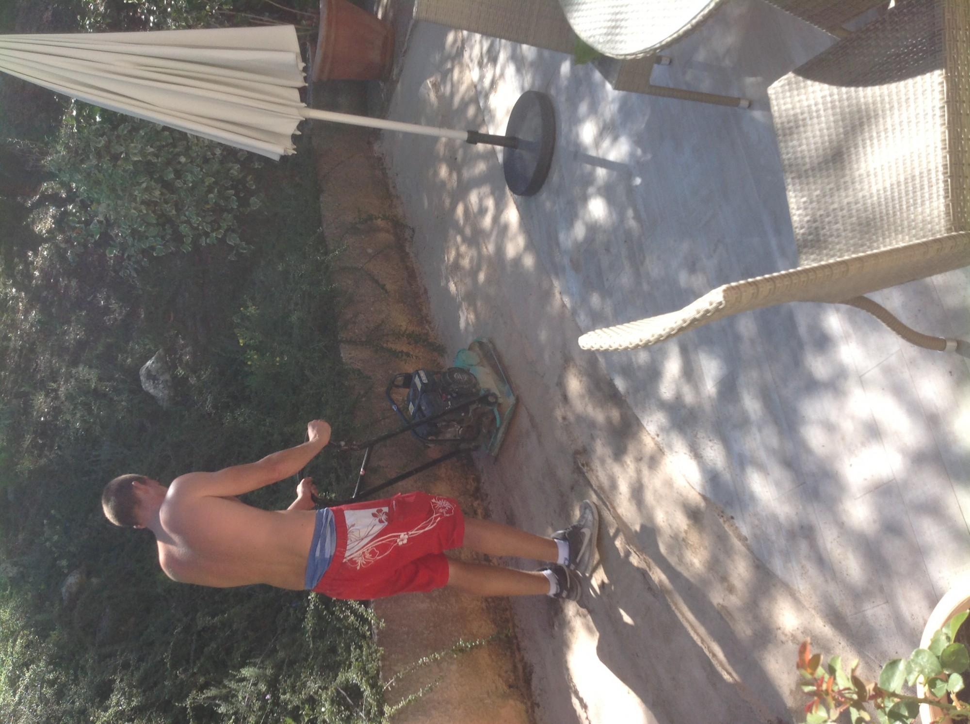 Pose d'un gazon synthétique pour jardin à Montepellier
