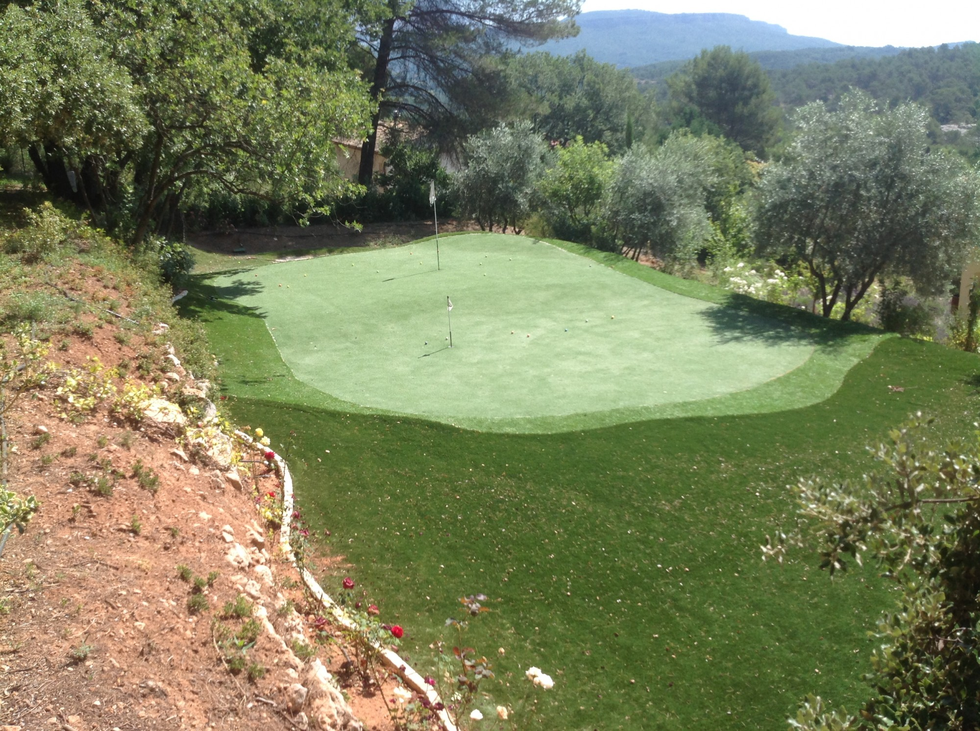 Pose d'un putting green synthétique à Aix en Provence