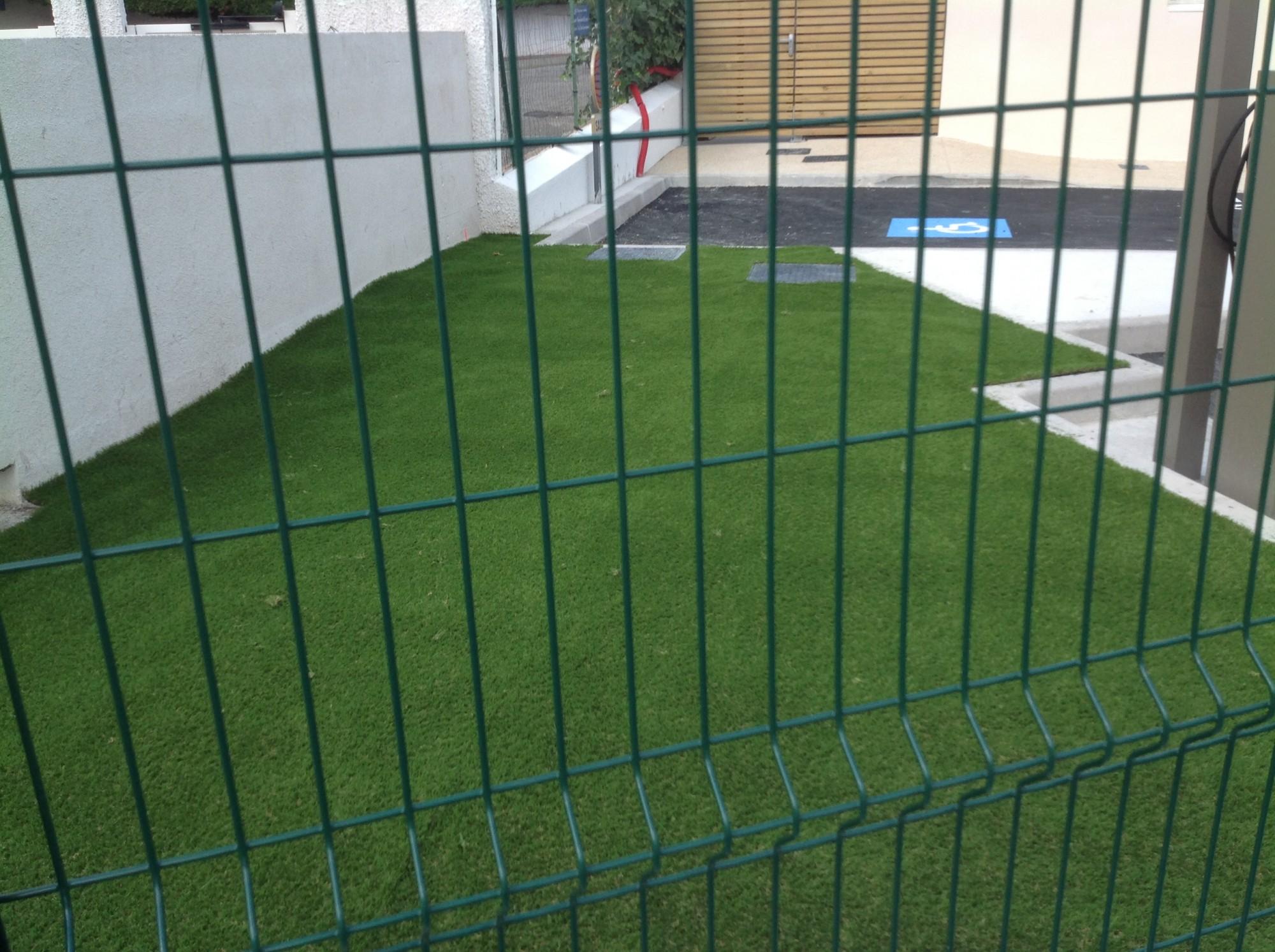 installation de gazon synthétique à Montpellier