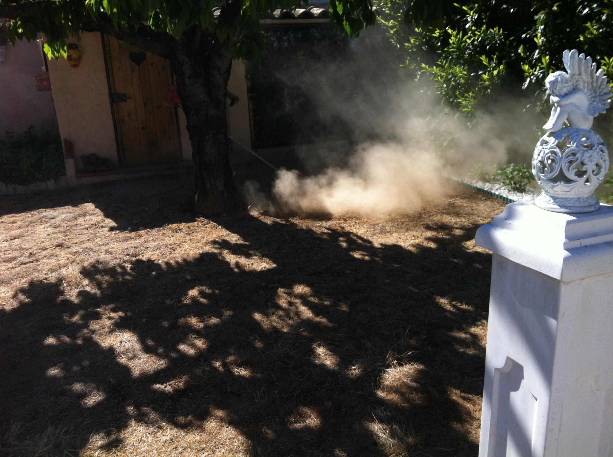 Préparation du sol avant la pose d'un gazon artificiel à Sainte Maxime