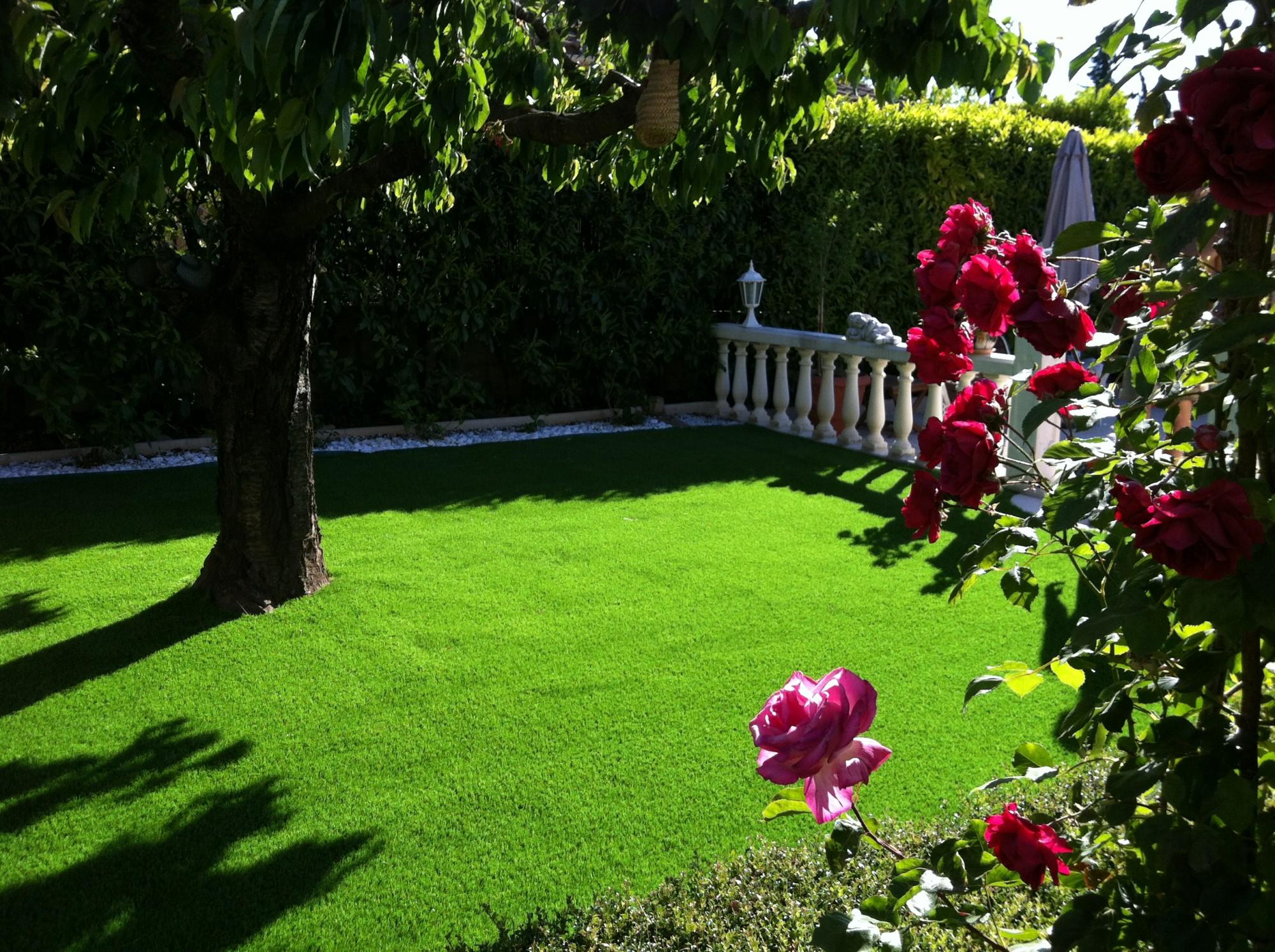 pose d 39 un gazon synth tique sainte maxime var 83 gazon et pelouse synth tiques marseille. Black Bedroom Furniture Sets. Home Design Ideas