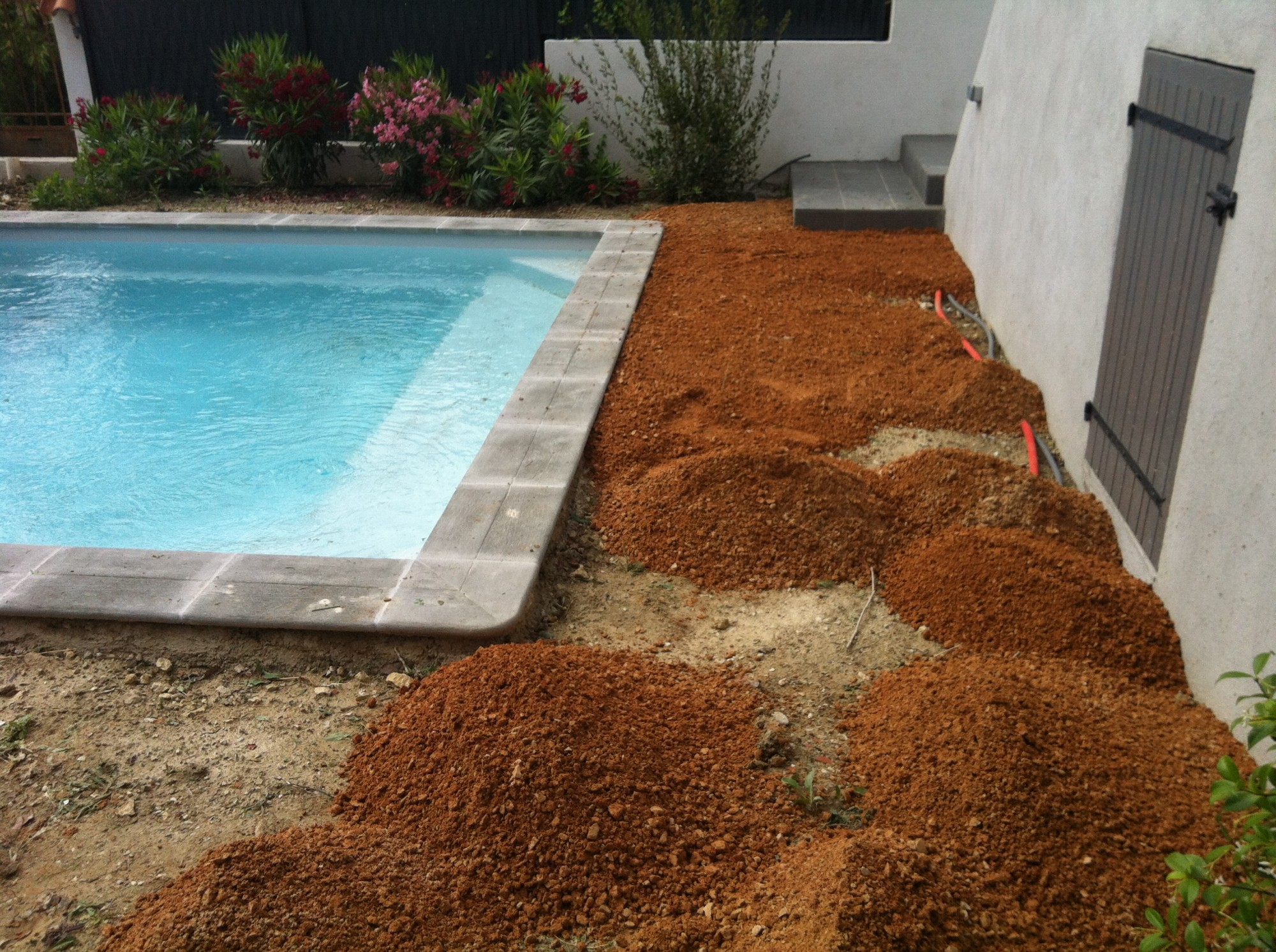 Pose de gazon artificiel pour piscine aix en provence la - Pose de gazon synthetique ...