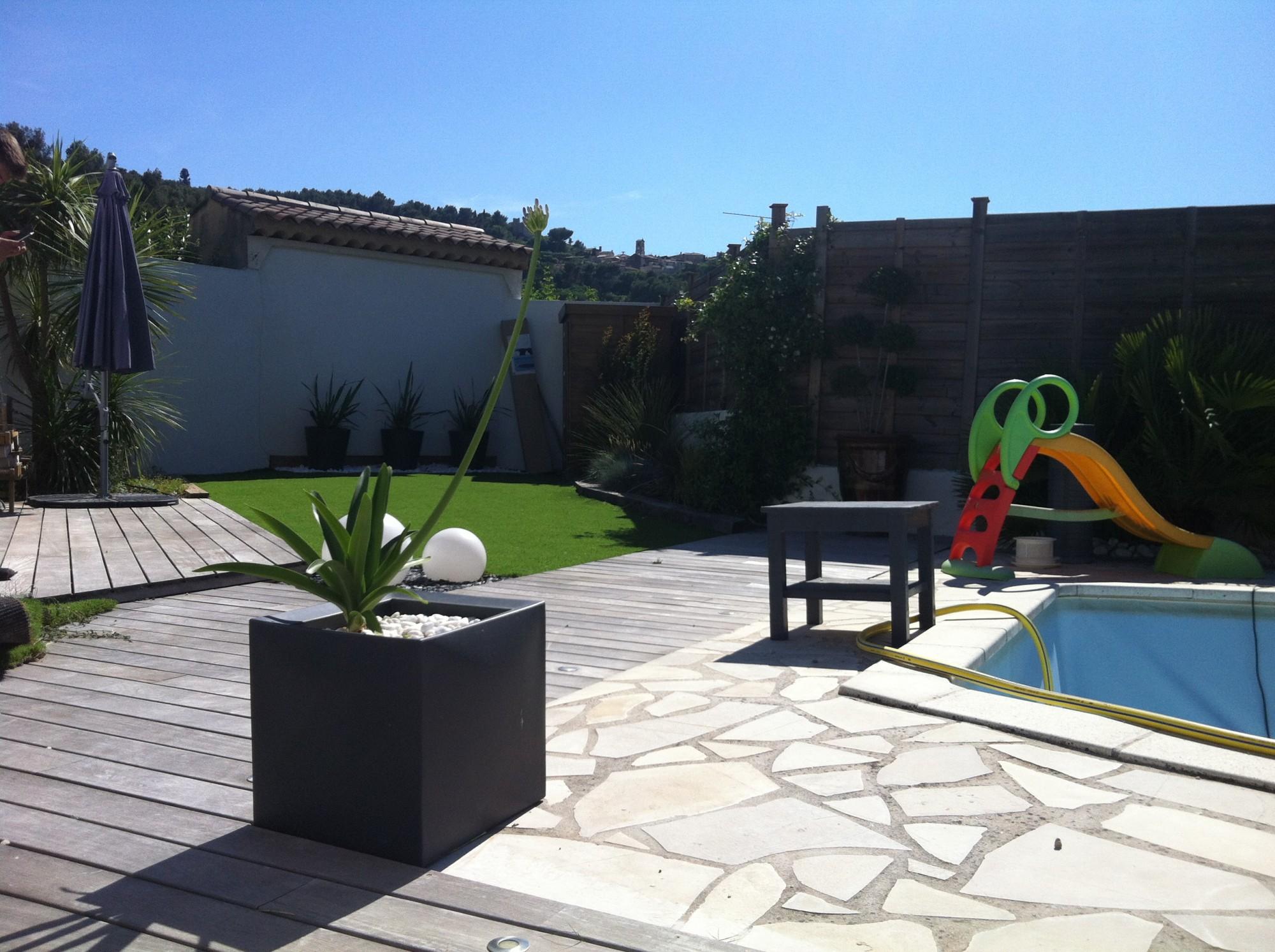 o acheter du gazon synth tique fr jus gazon et pelouse synth tiques marseille univers gazons. Black Bedroom Furniture Sets. Home Design Ideas