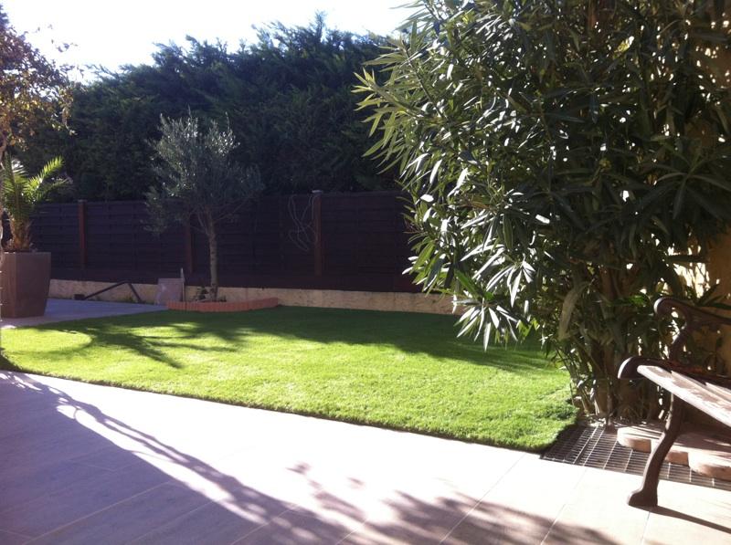 installation d'un gazon synthétique à Aix en Provence dans un jardin