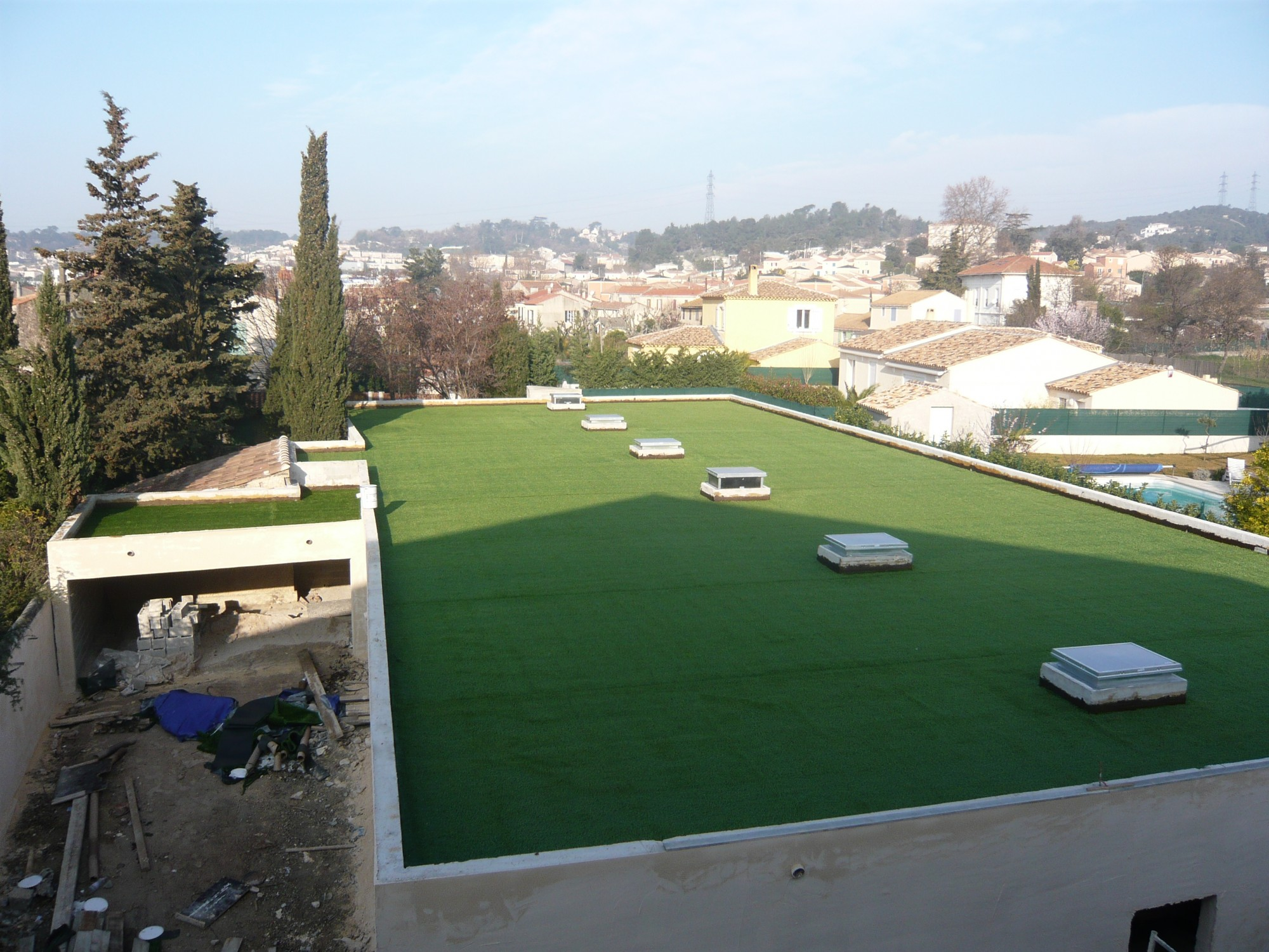 installation d 39 une pelouse artificielle marseille sur. Black Bedroom Furniture Sets. Home Design Ideas