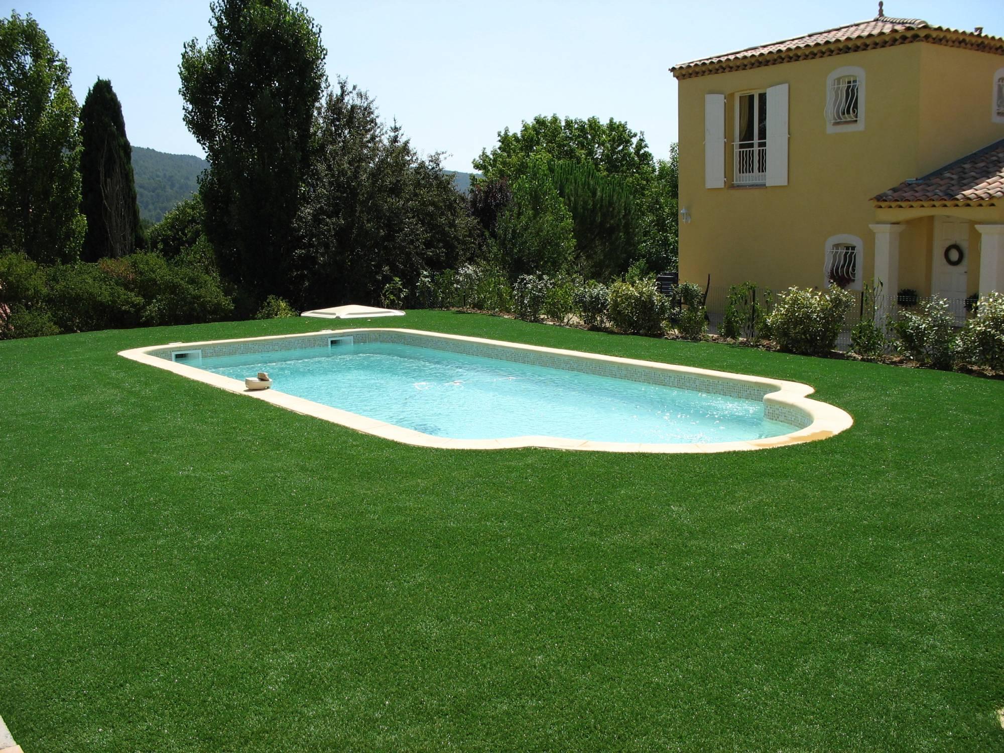 comment choisir son gazon synth tique autour d une piscine. Black Bedroom Furniture Sets. Home Design Ideas